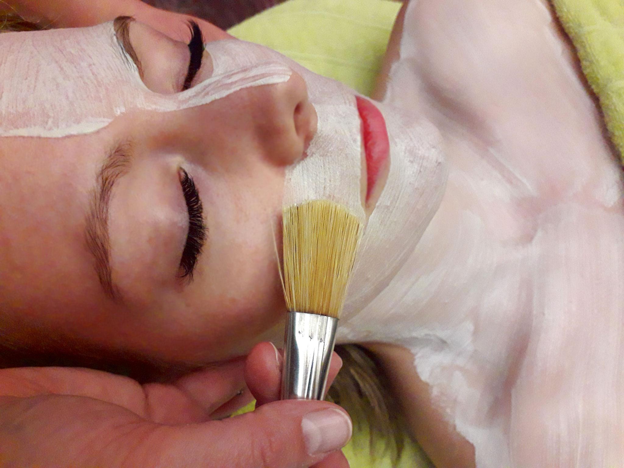 Gesichtsmasken, individuell auf die Haut abgestimmte Frischkosmetik