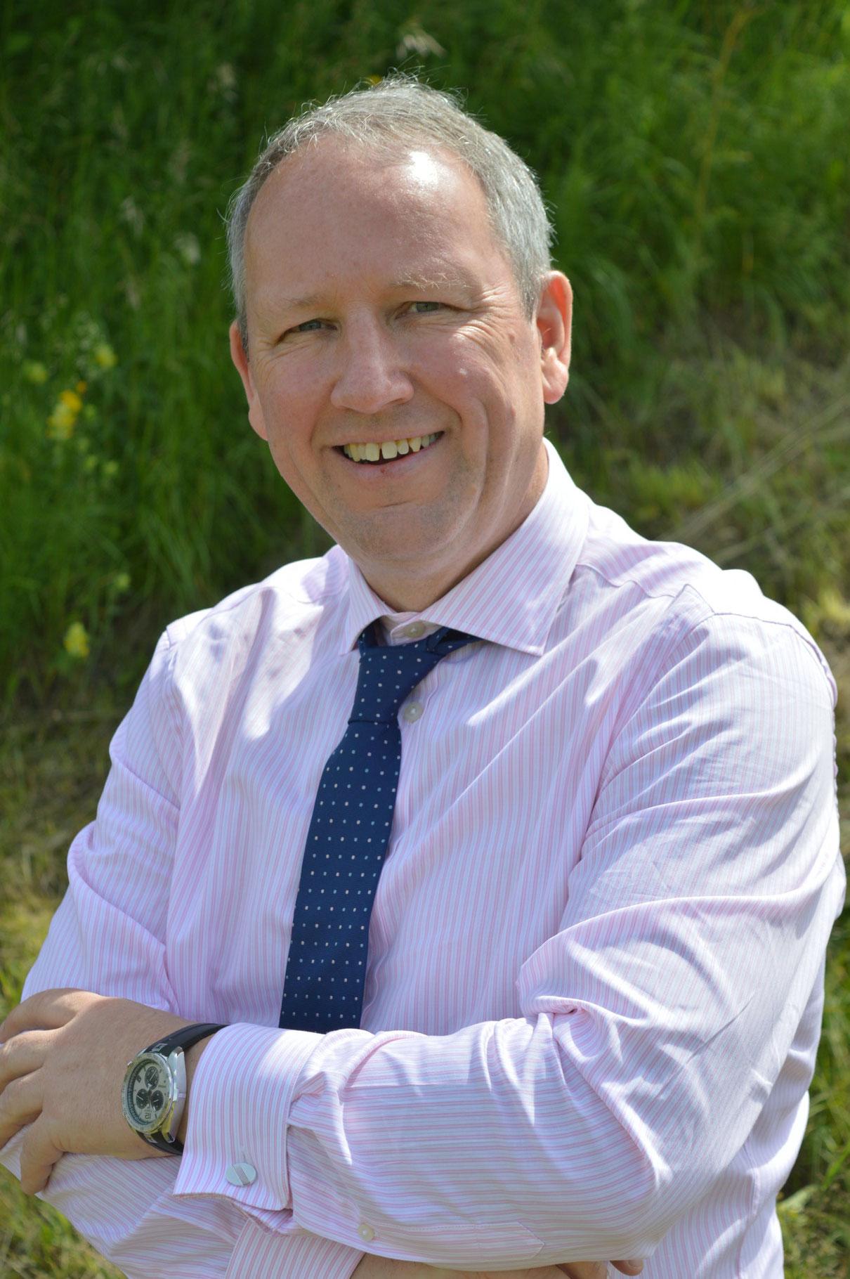 Minister Bill Thomson