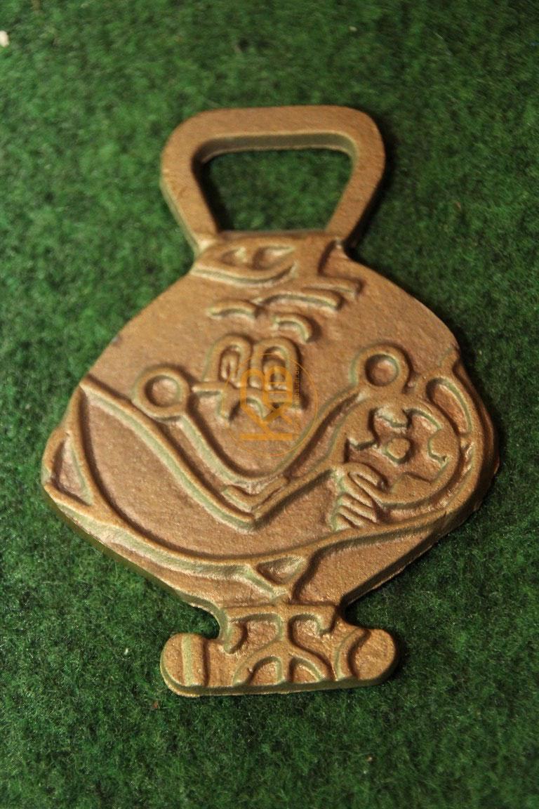 Flaschenöffner in Form von Narajito von der WM 1982 in Spanien. 1/2