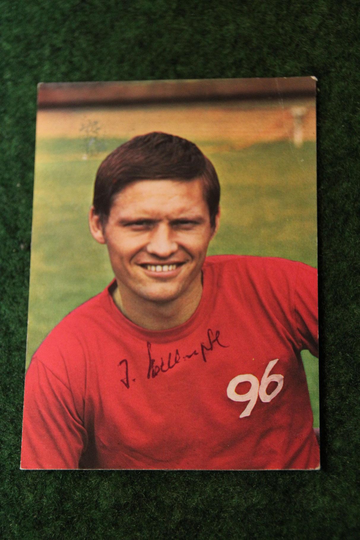 Original Autogramm von Hans-Josef Hellingrat auf einer Bergmann Sammelkarte aus dem Jahr 1969/70.