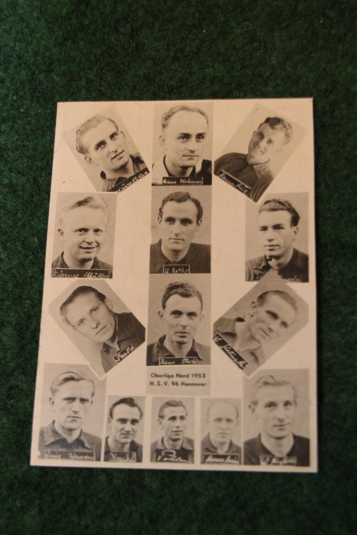 Postkarte der Oberliga Nord Mannschaft von Hannover 96 aus dem Jahr 1953.