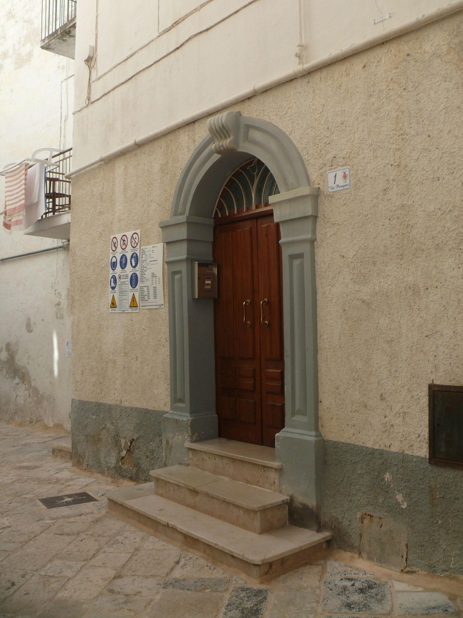 Casa Perugini all'omonima via n. 1                                                                   (Foto  Gaetano Todaro)