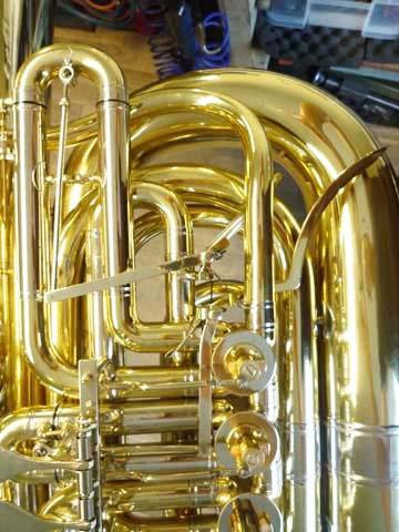 B-Tuba, Intonationstrigger-Mechanik für den 1. und 2. Zug