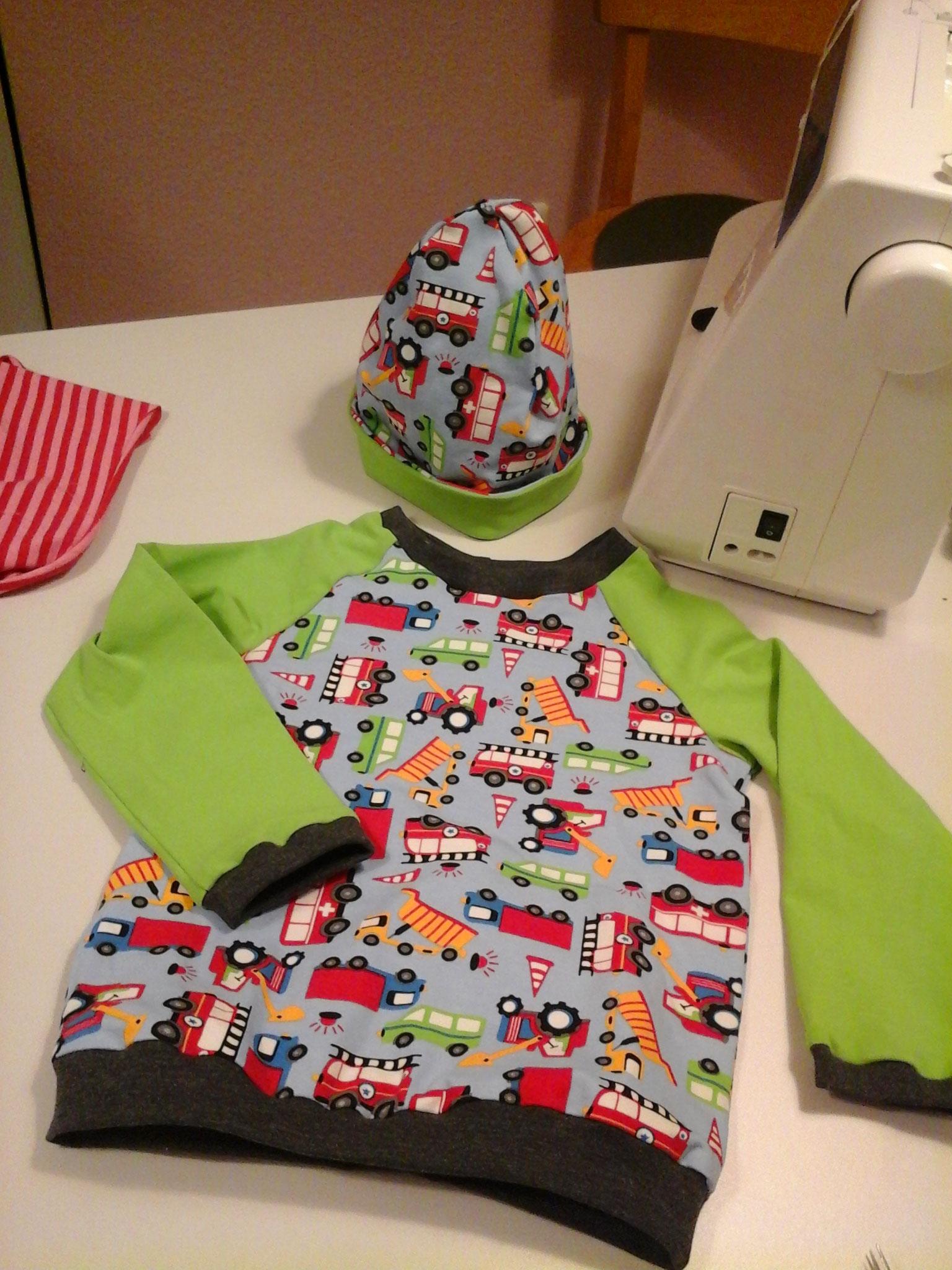 Kinder-Basicshirt - Kurs  und Beanie von N.