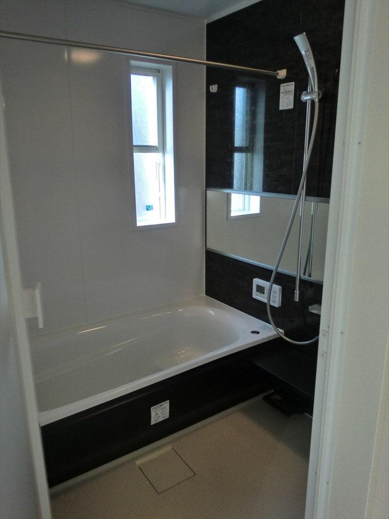 浴室 -シックなカラーで落ち着きある空間-