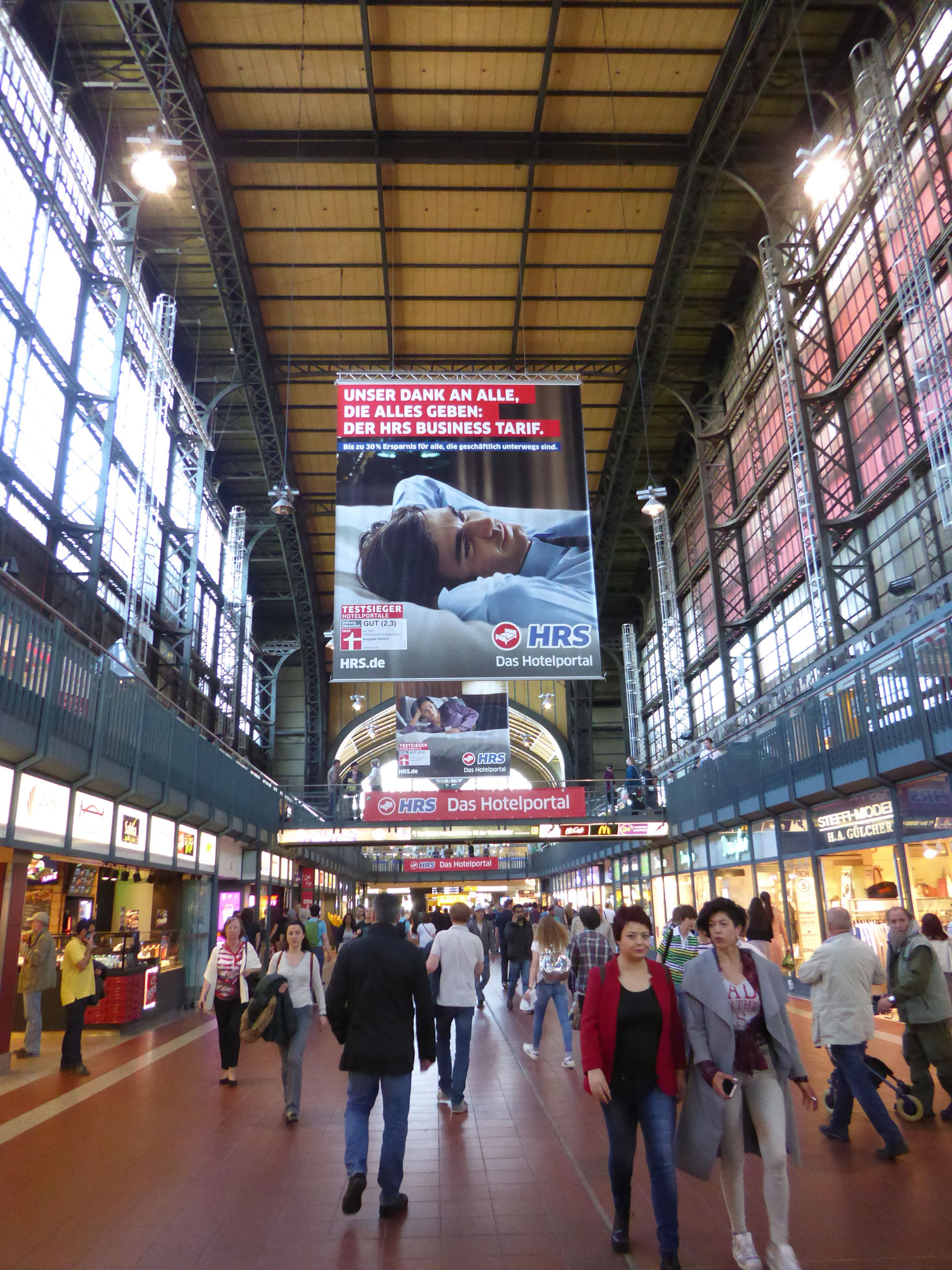 Innenhalle des Hamburger Hauptbahnhofs