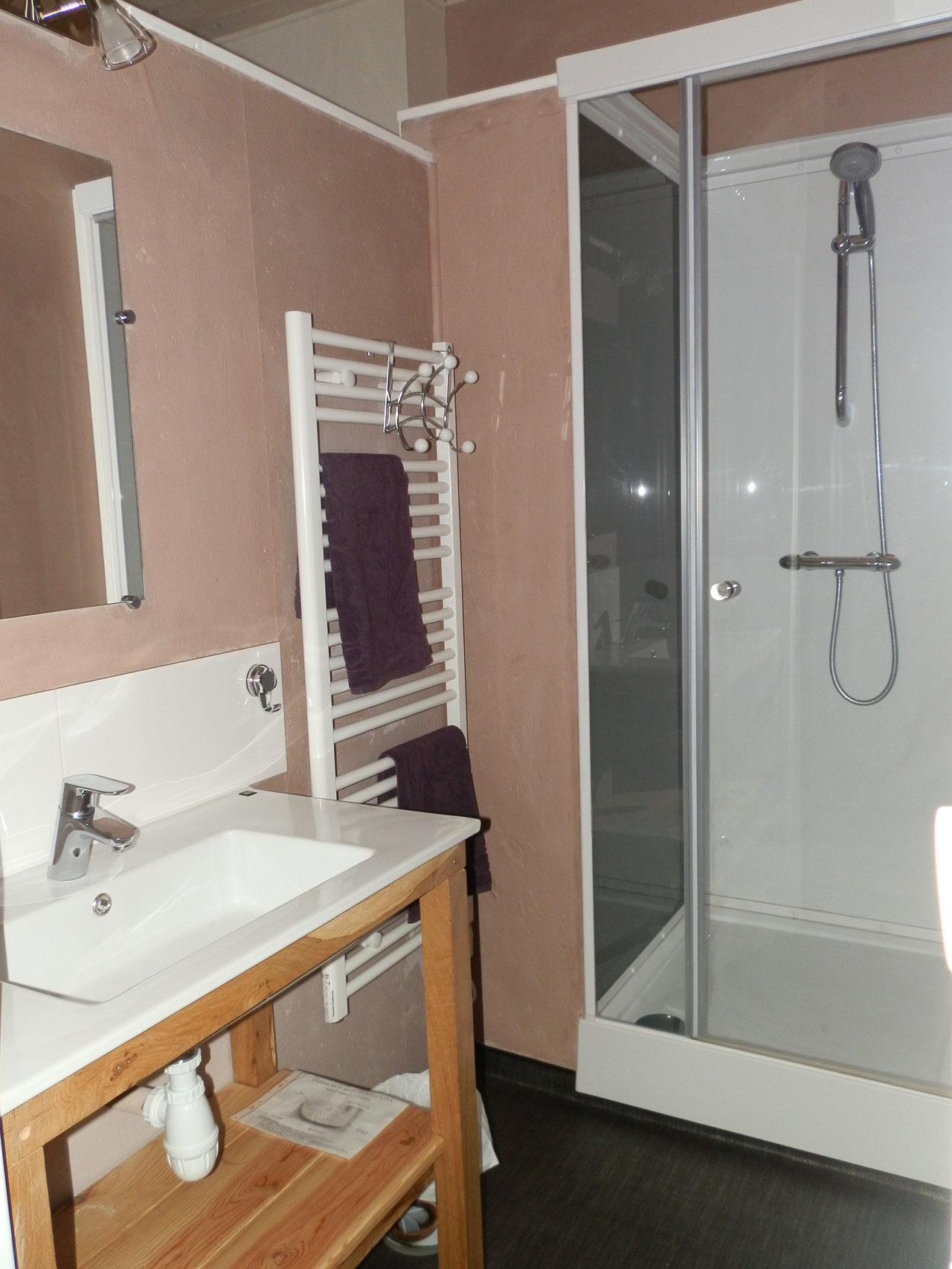 la salle d'eau taupe