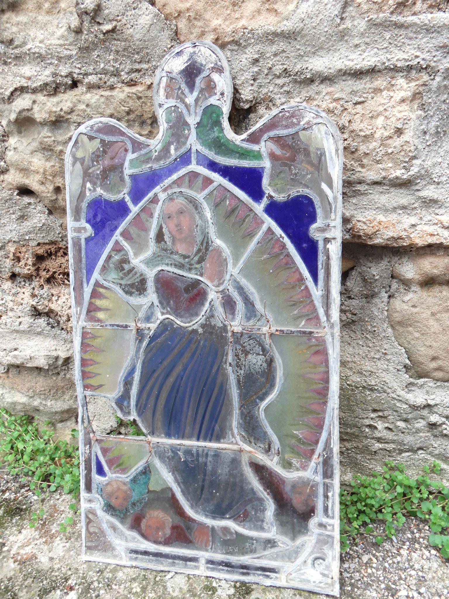 Vitrail de la Vierge à Fozières