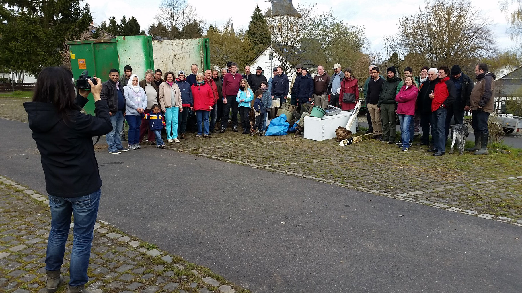 Das Gruppenbild mit den Sammlern und Organisatoren
