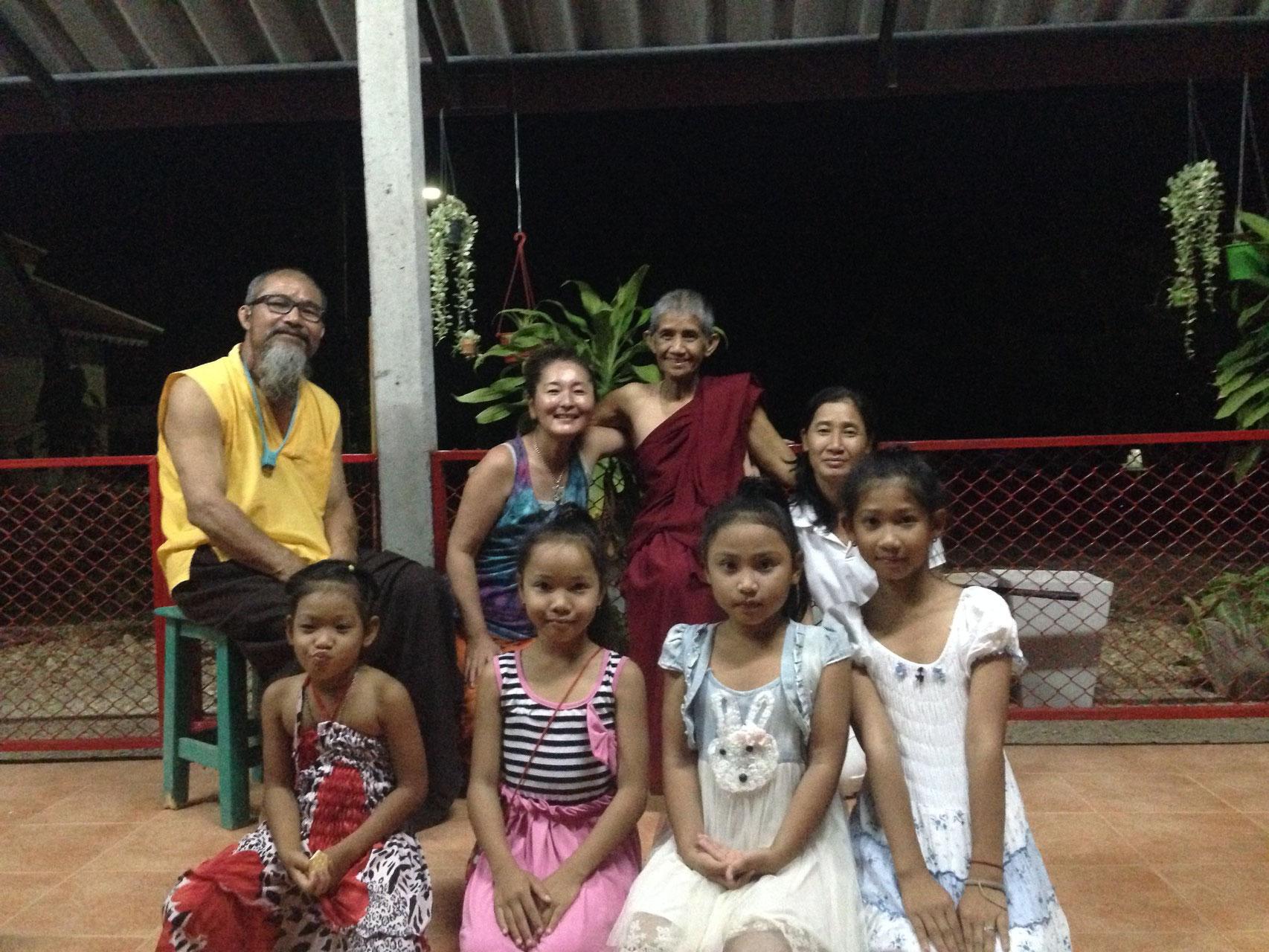 夜は子ども達も歓迎の民族の踊りを披露してくれ感激!!