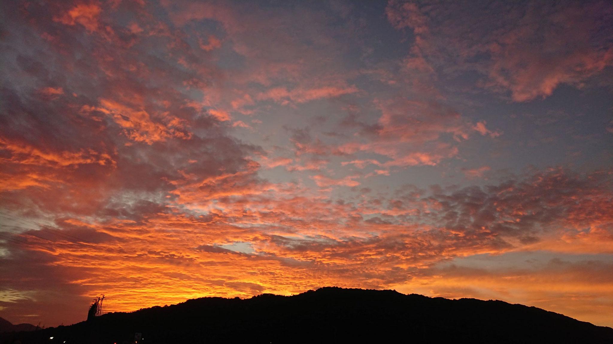 梅雨明け前の朝日   8月12日 午前5時20分