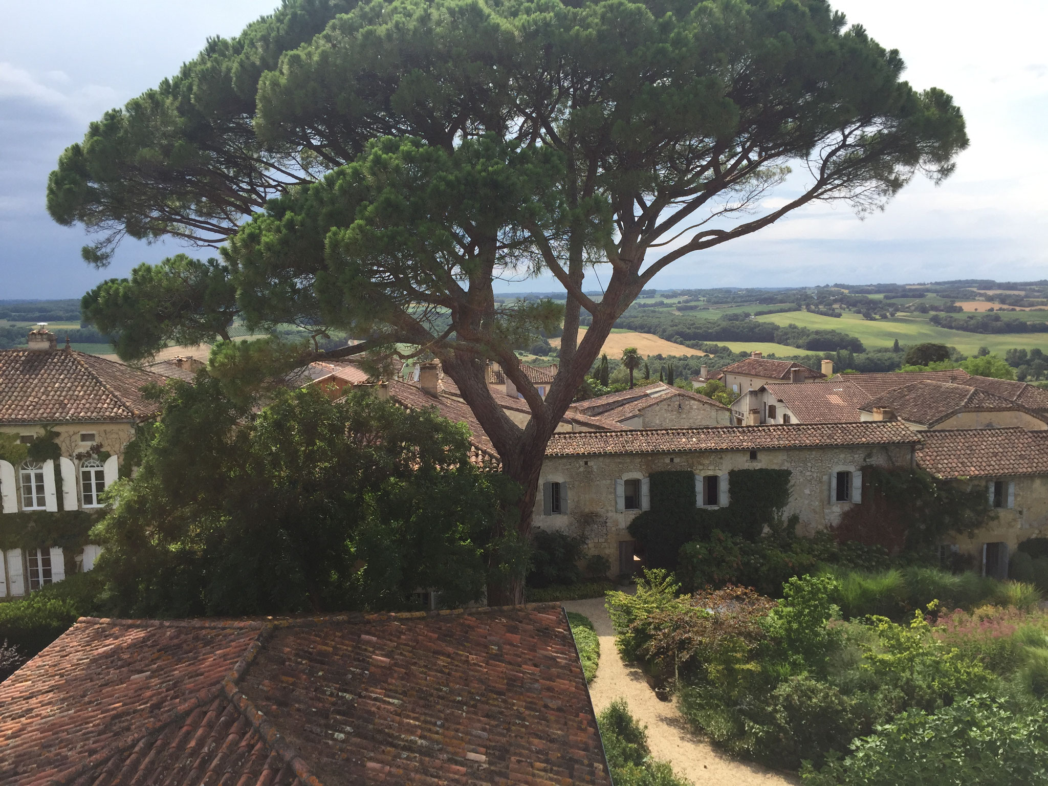 vue des collines du Gers depuis le jardin