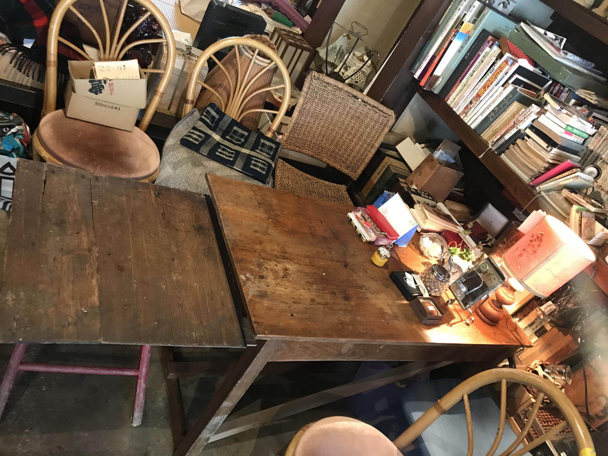 ここが前回なんもなくしたテーブルです。ライト、花、砂糖は許しちゃるけんど、他はダメー👎 でも、がんばった!