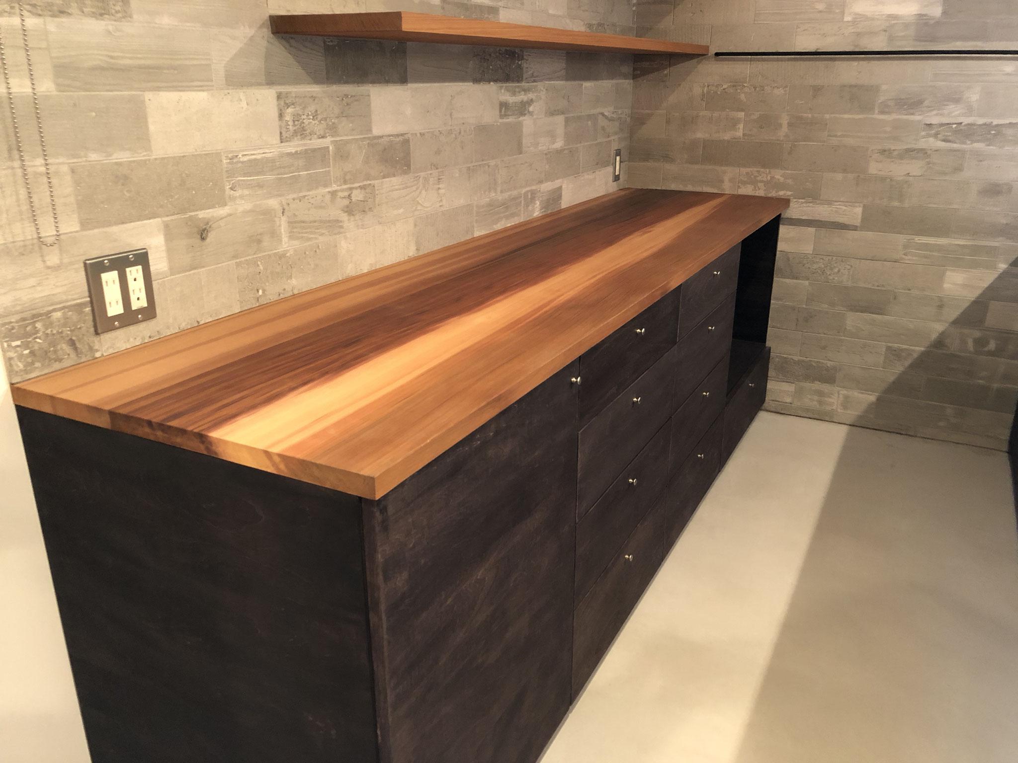 ナチュラル 無垢材のキッチン収納 カップボード