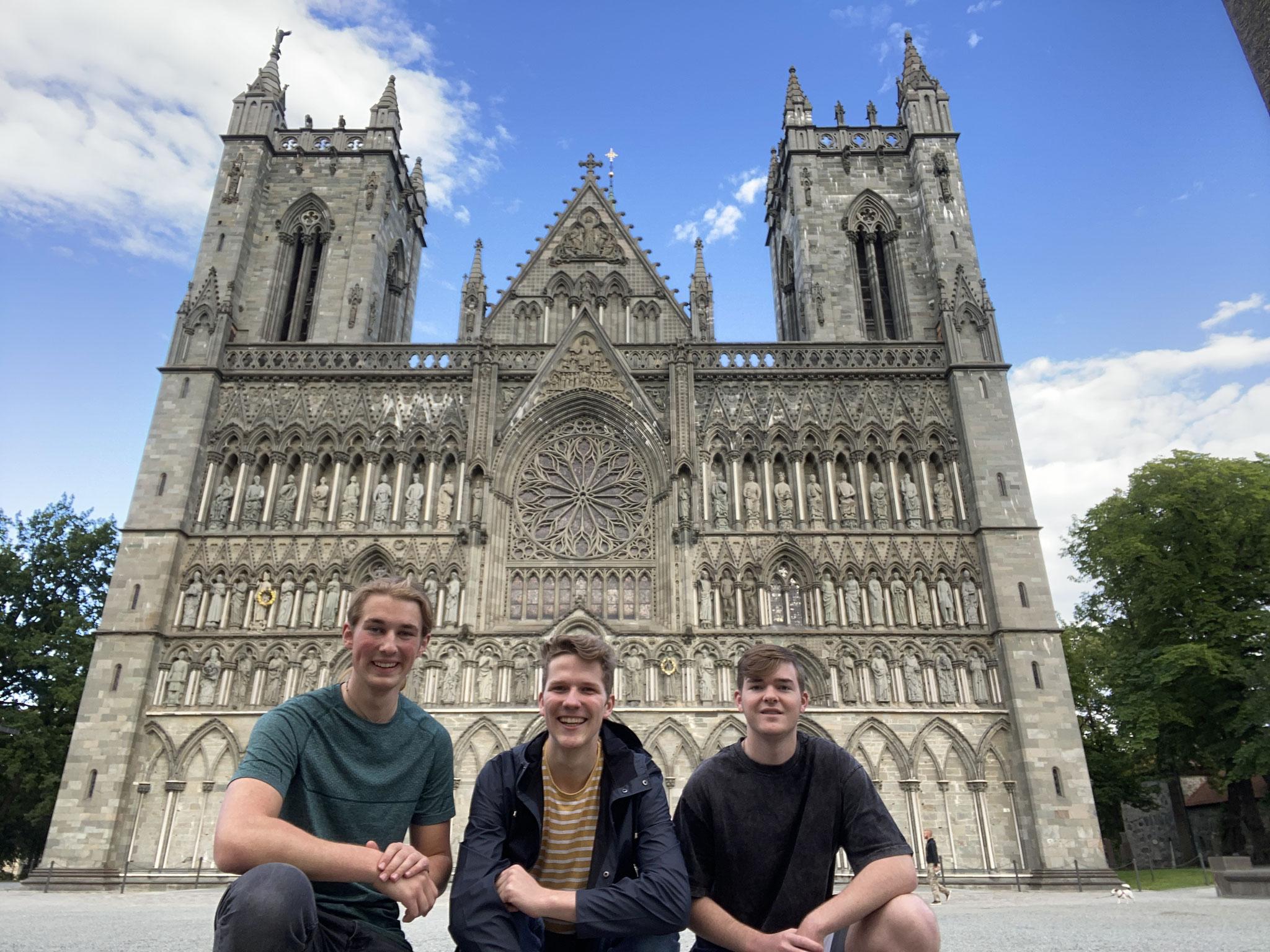 Jonas, Paul und ich vor dem Nidarosdom in Trondheim