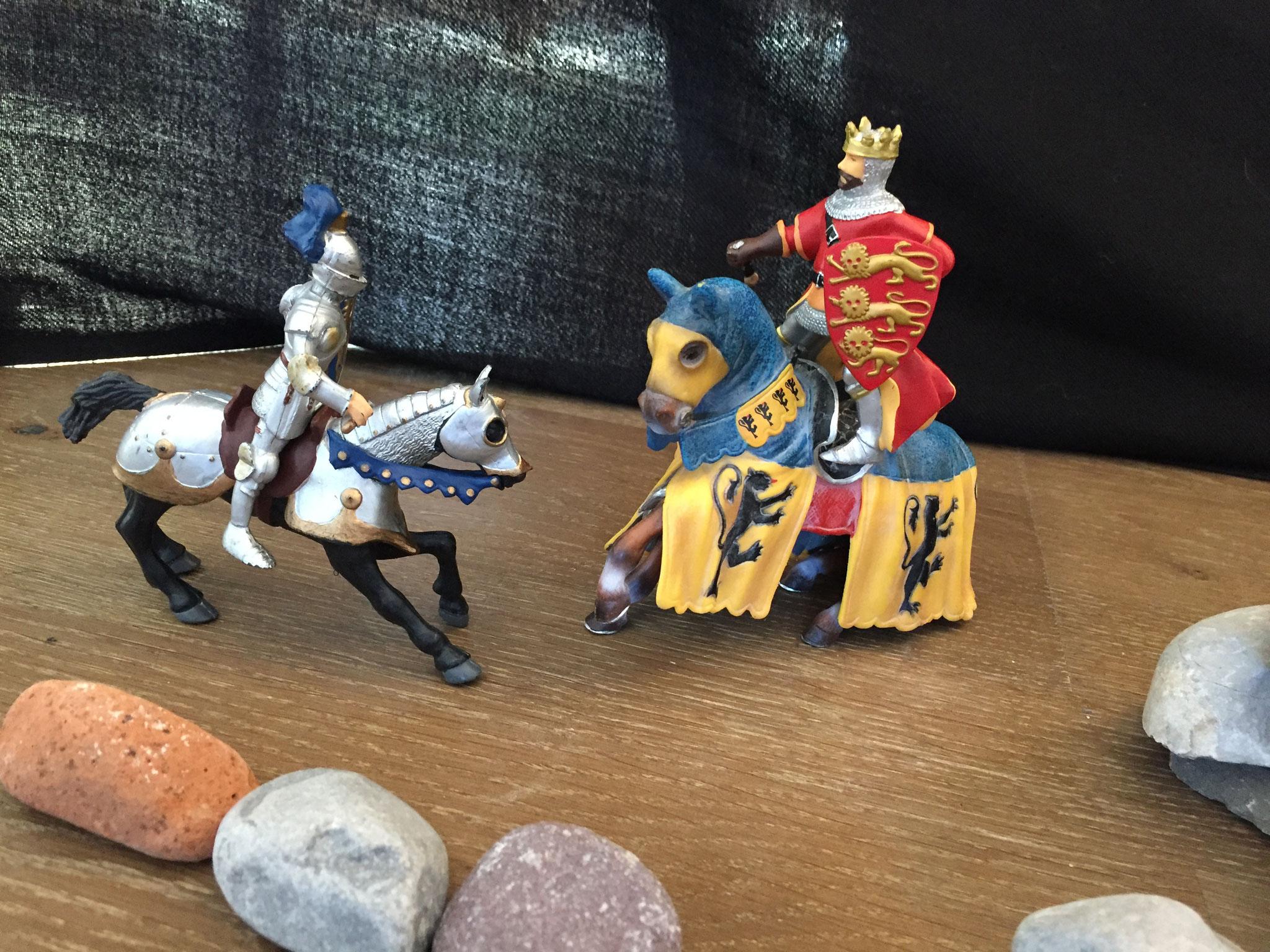Schnell ritt der Ritter zum König und erzählte ihm, was er gesehen hatte.
