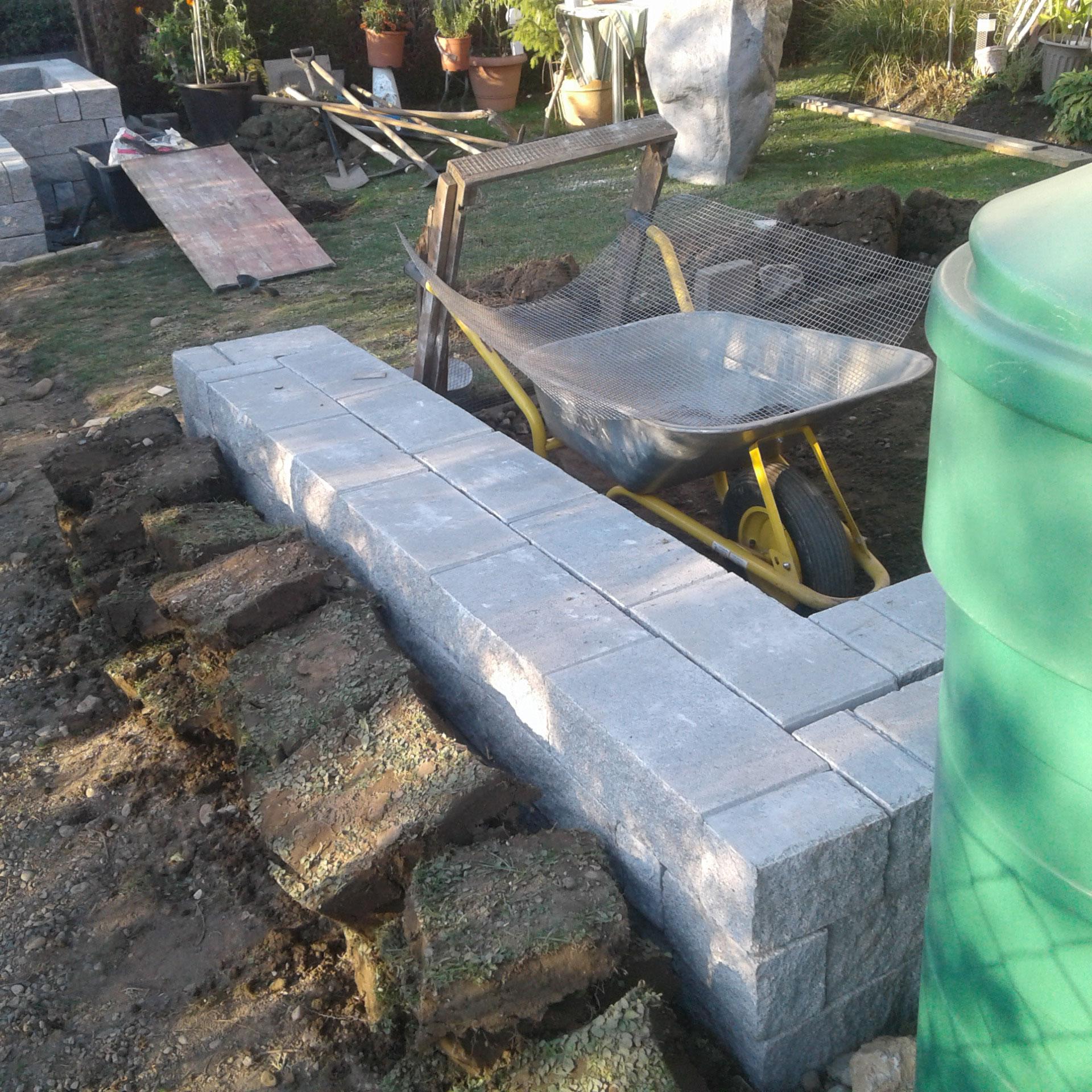 Hochbeet+Sitzbänke aus Stein in Wangen - Bauphase