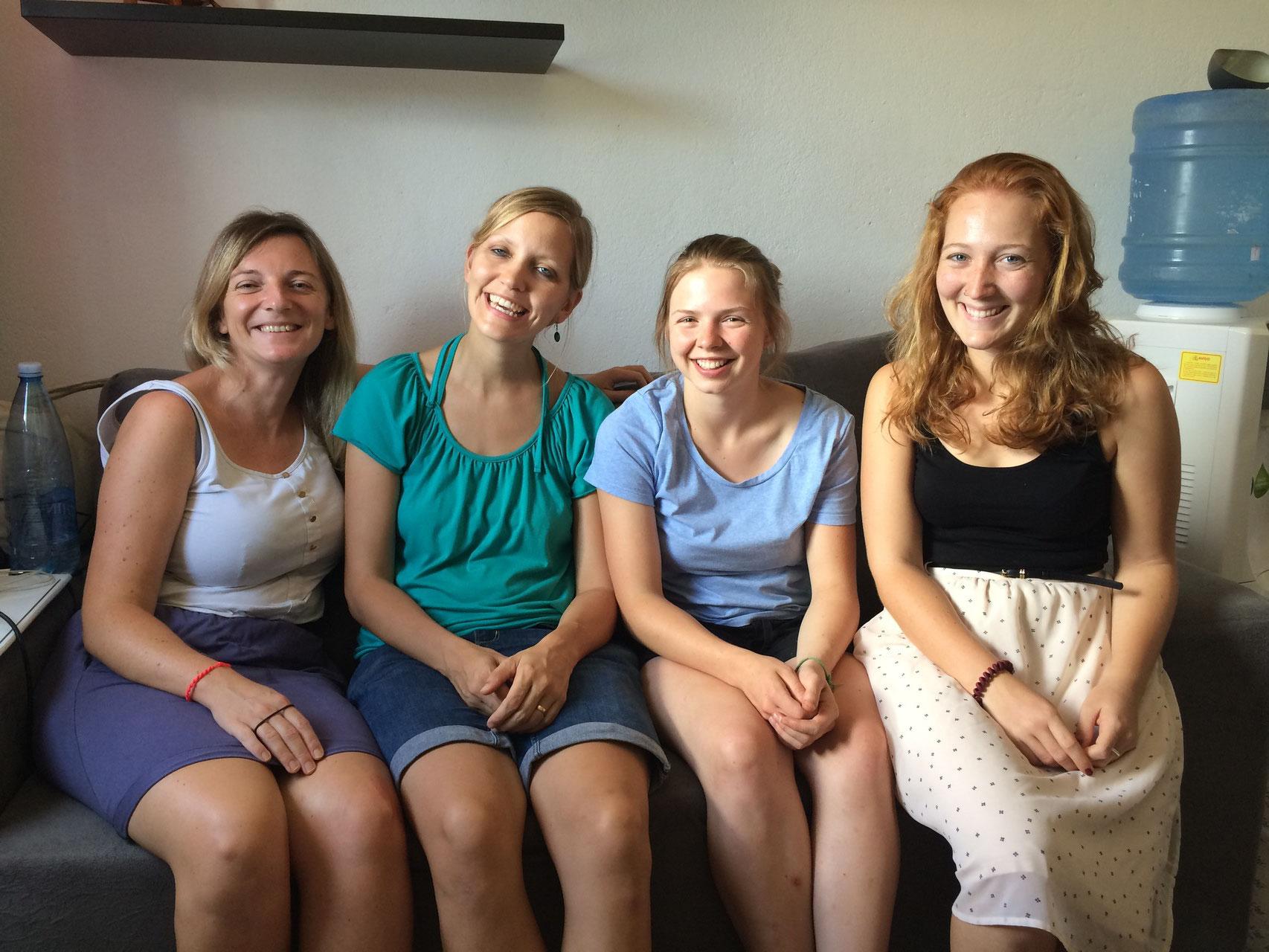 Die DTS-Studentinnen Christine aus Deutschland und Melissa aus Kanada bei uns zu besuch