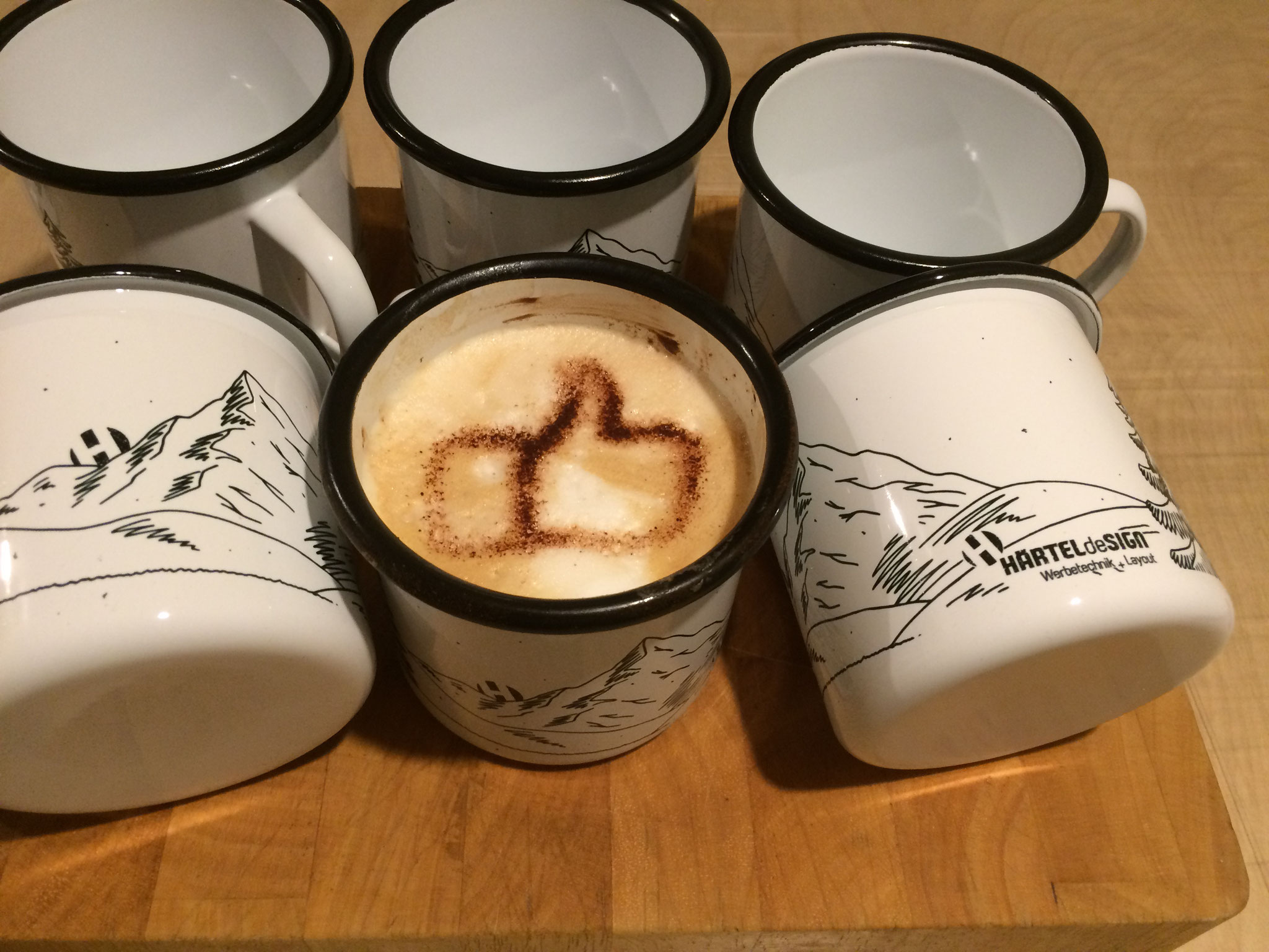 Emaille-Tassen mit individuellem Druck. #Cappuccino-Schablone