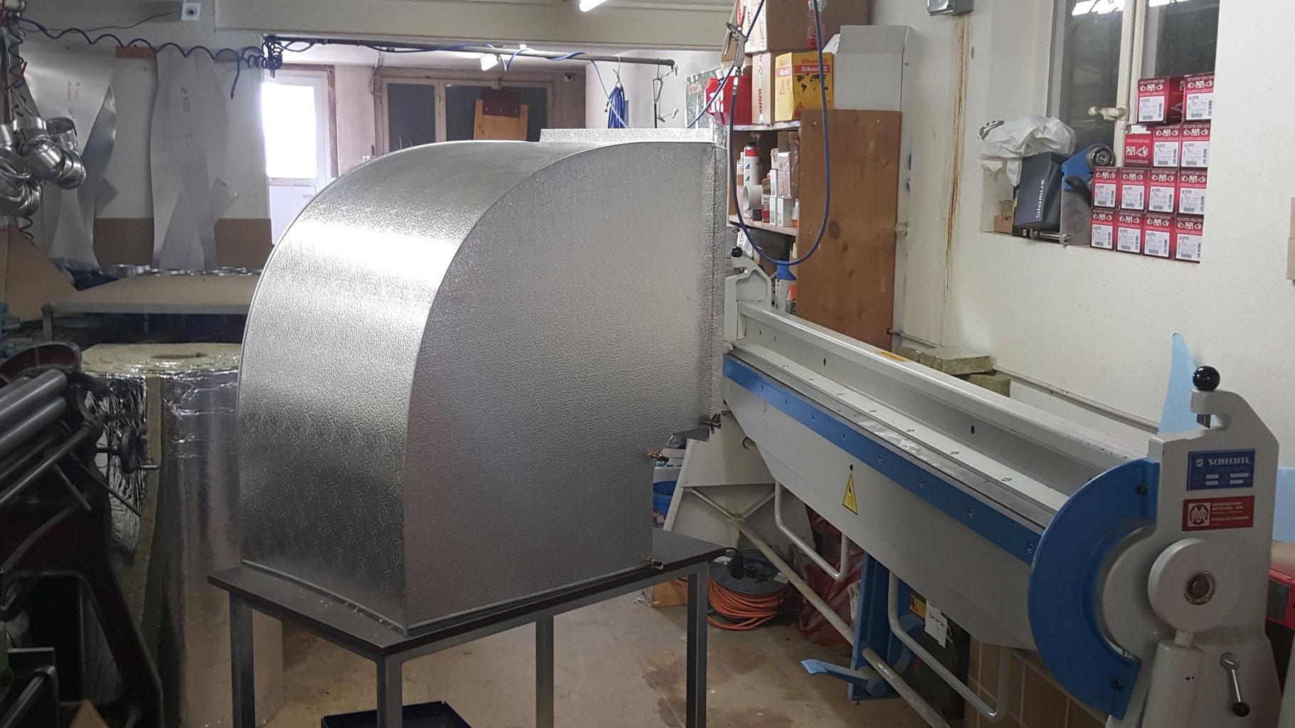 Näh- und Stickmaschinen zur Herstellung von Armaturenkissen