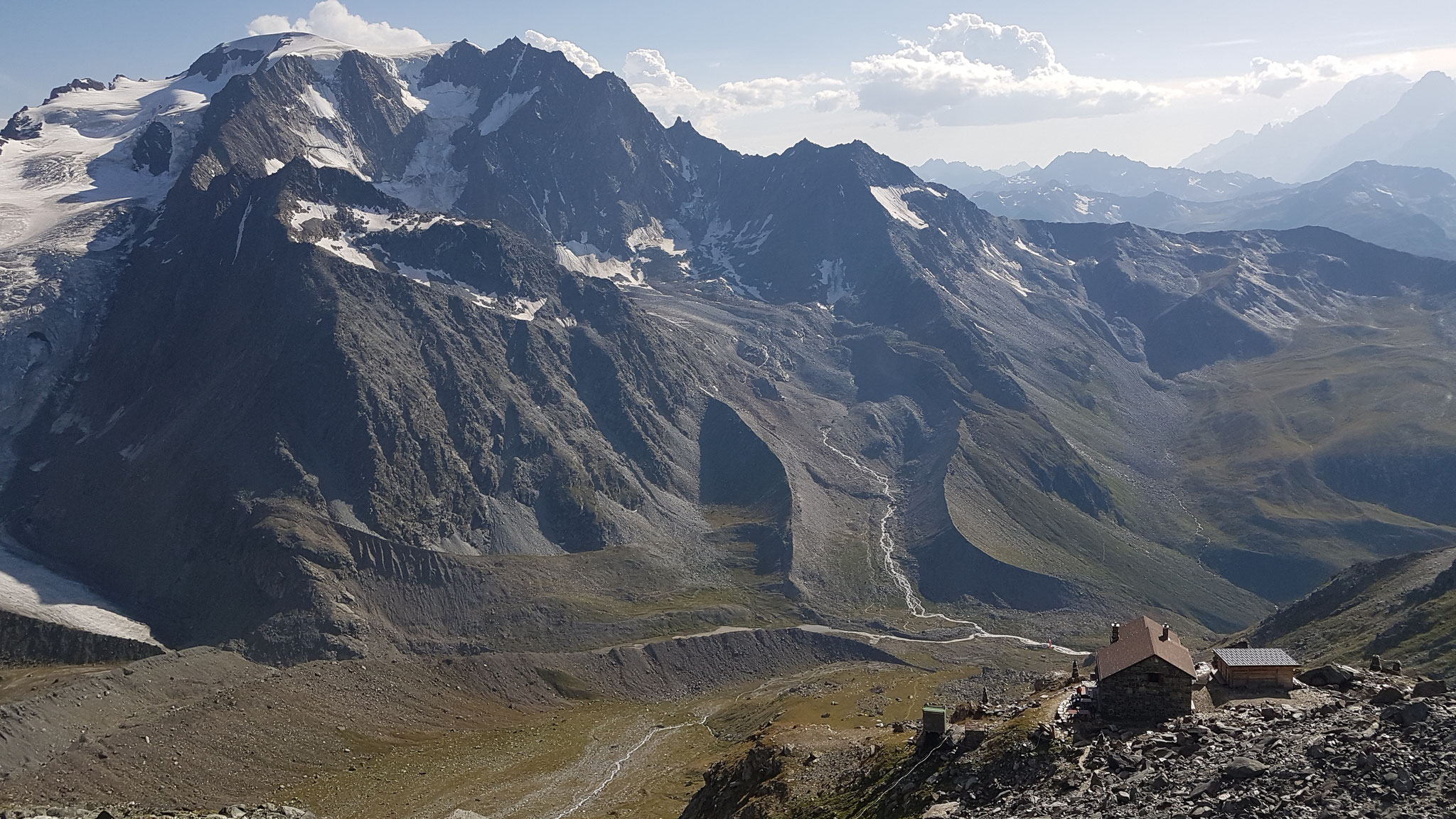 Cabane de Valsorey / Valsorey-Hütte, 3037 m vor dem Mont Velan