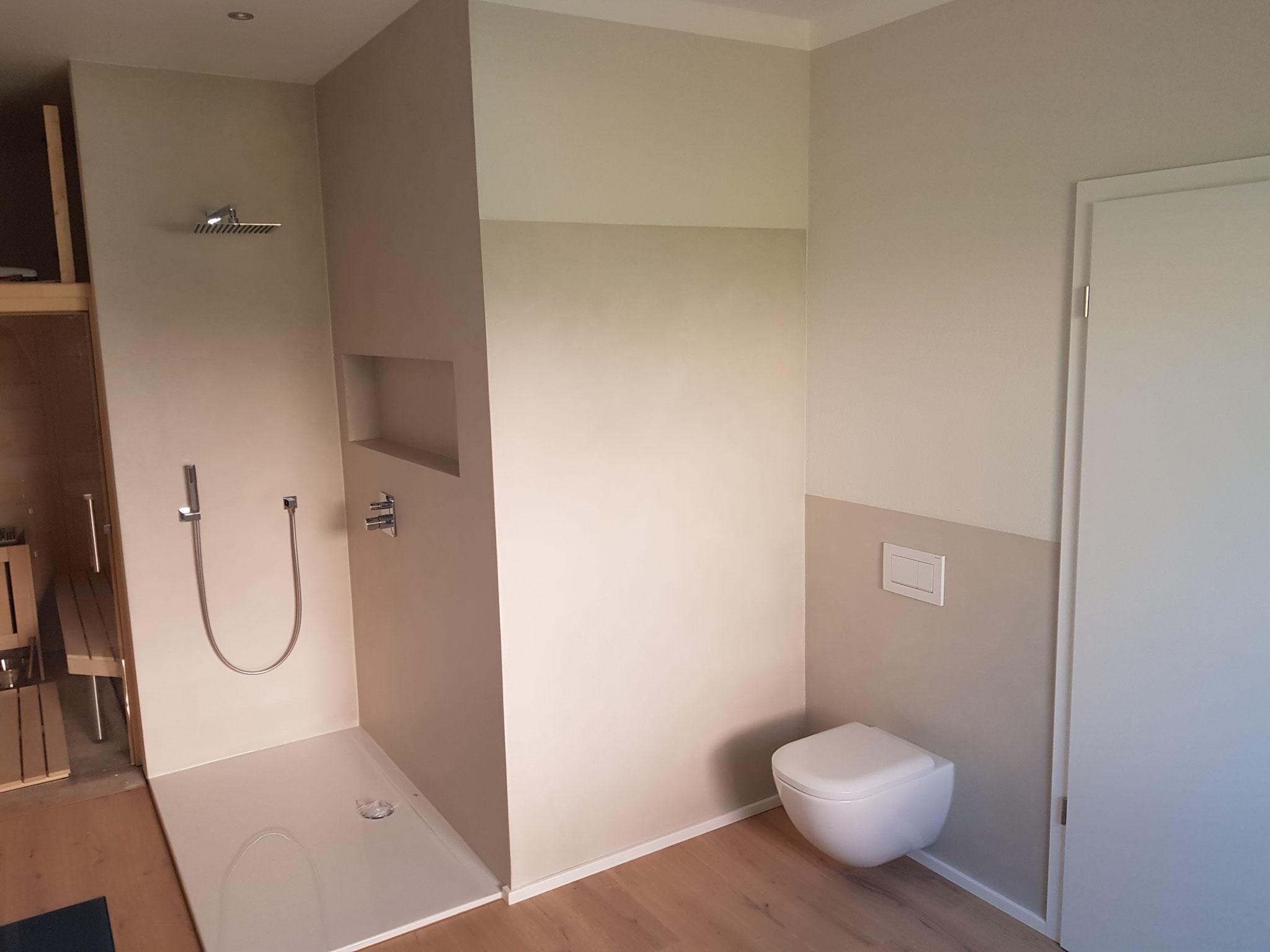 Bad mit gespachtelten Wänden