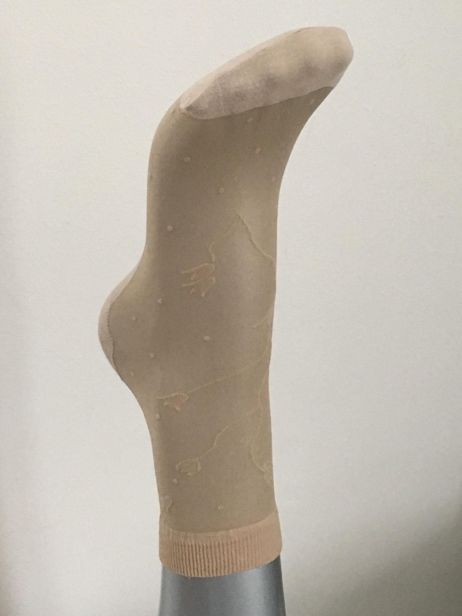 Strumpfsöckli transparent mit Blumenmuster und verstärkter Baumwollsohle (CHF 22.-)