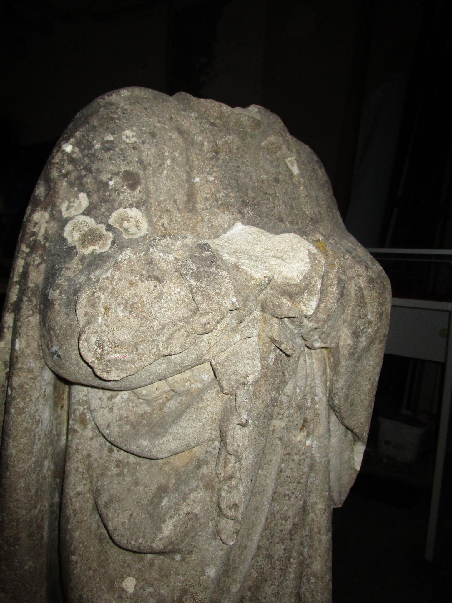 La statue St Pierre décapitée