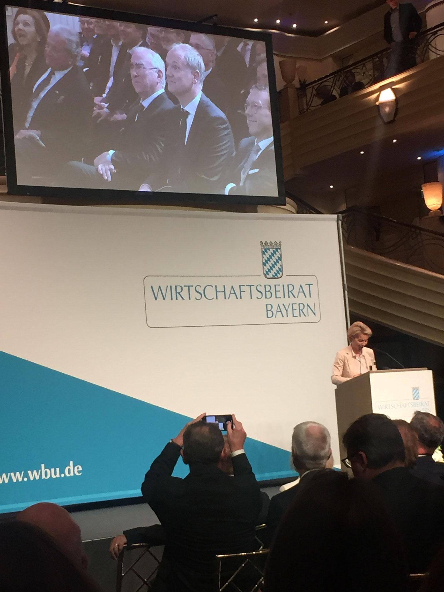 Frau Dr. Ursula von der Leyen, anwesend sind auch der ehemalige Finanzminister Theo Waigel und Prof. Klaus Josef Lutz, Vorstandsvorsitzender der BayWa AG