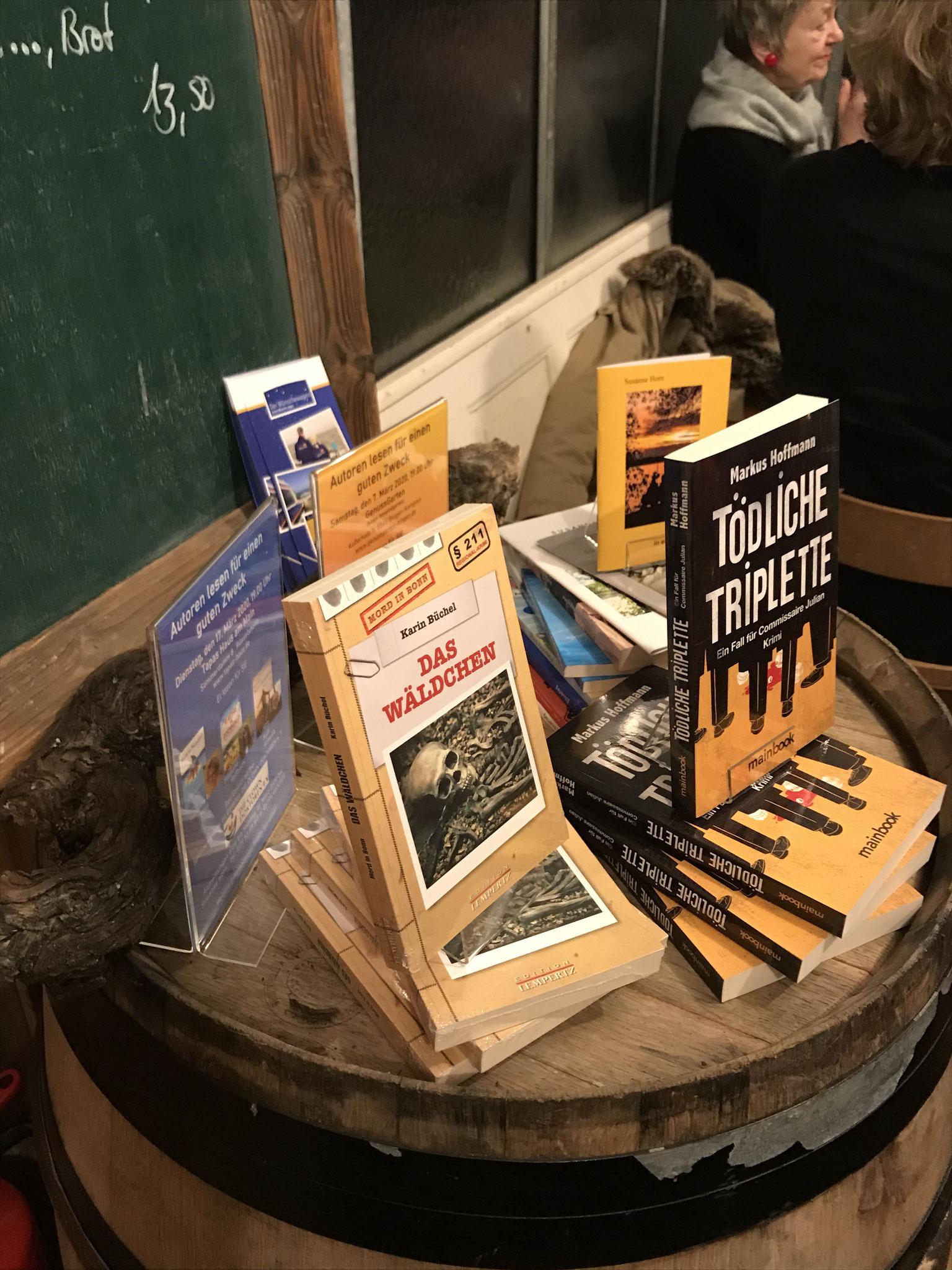 Büchertisch