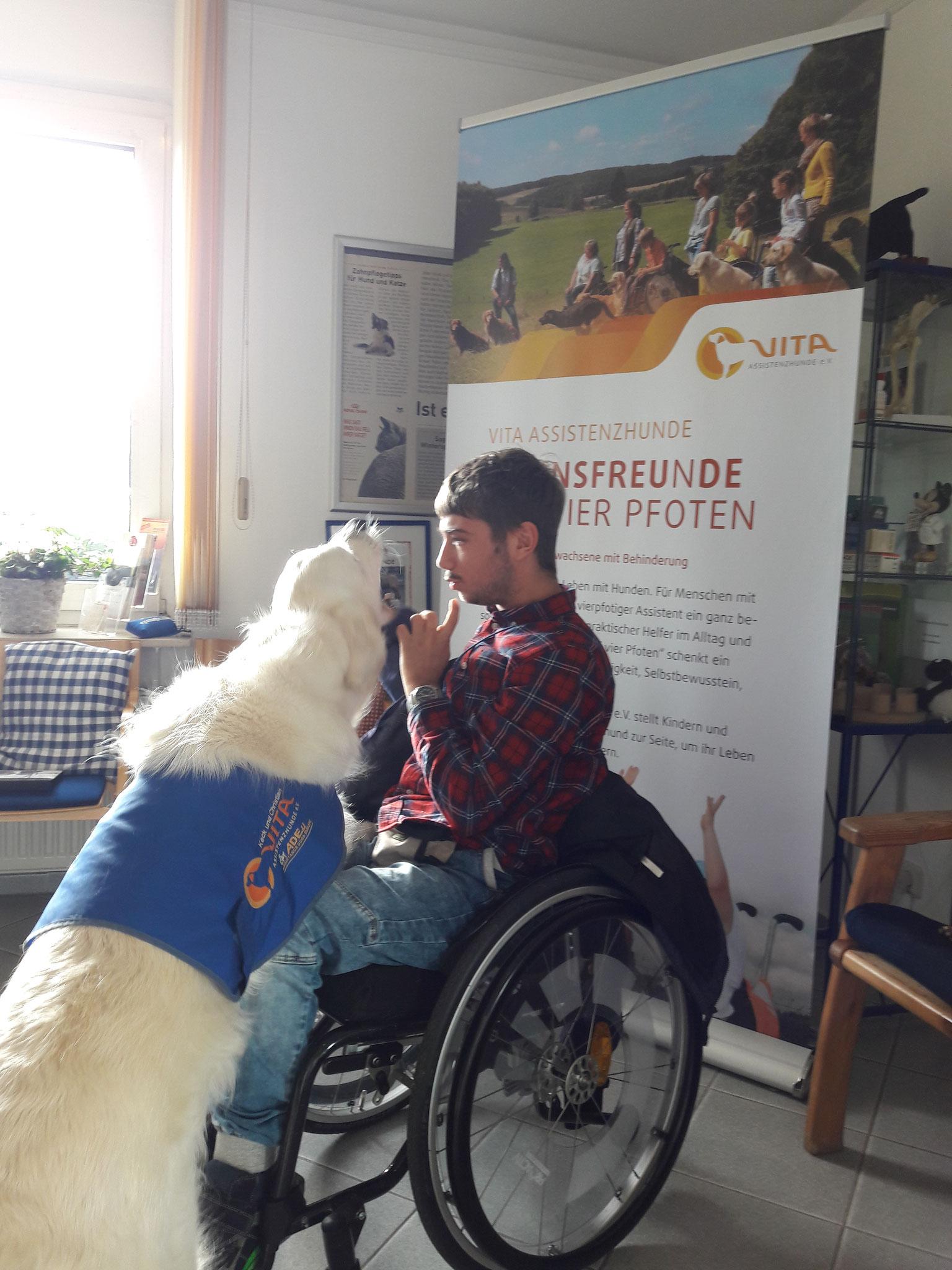 Vita Assistenzhunde e. V. durfte sich über eine Spende von 300 Euro freuen.