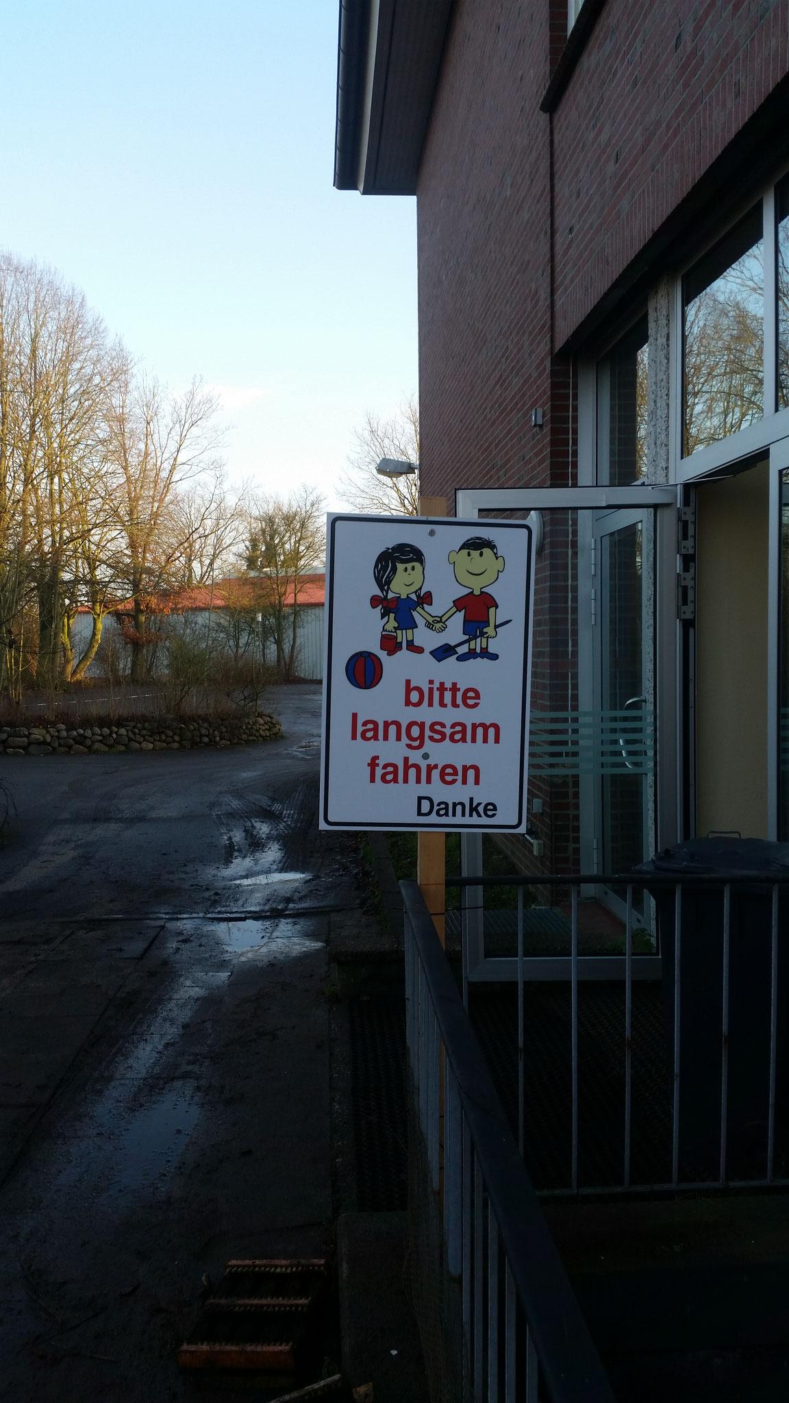 Der Schulhofausgang musste an die Seite des Gebäude verlegt werden.