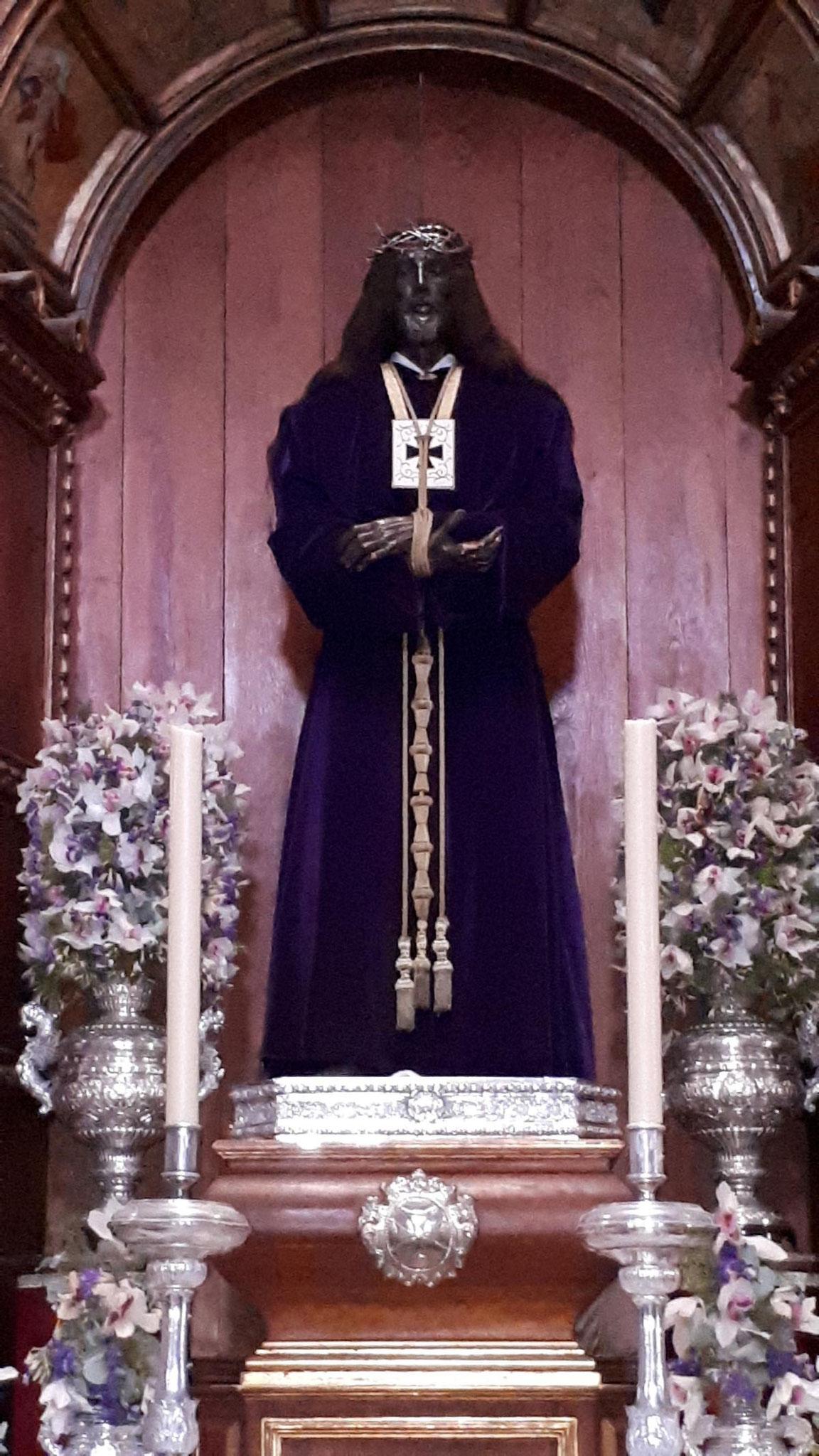 Kirche des Heiligen Kreuzes - während der Franco-Diktatur wurde der Schutzheilige weiß angemalt