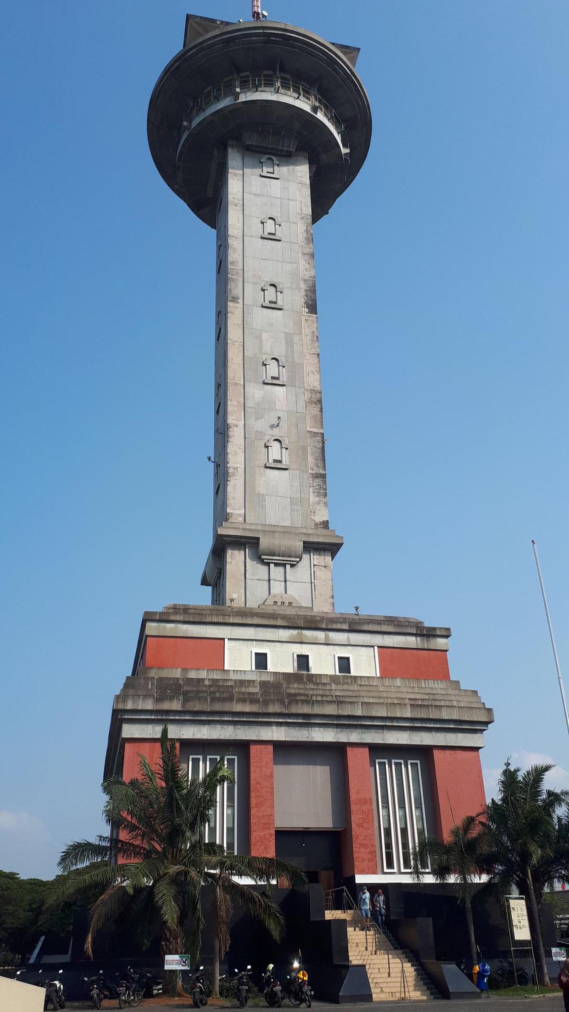 Asmaul Husna Tower - neben der Moschee