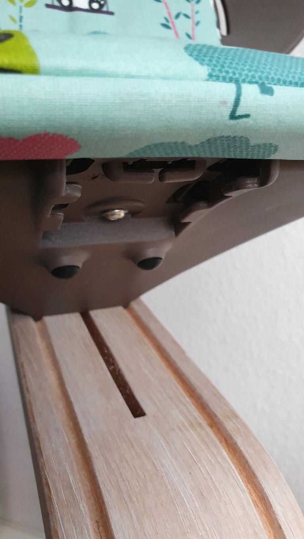 """Die Mittelsäule ist ergonomisch so gestaltet, dass die Sitztiefe automatisch altersentsprechend """"mitwächst"""""""