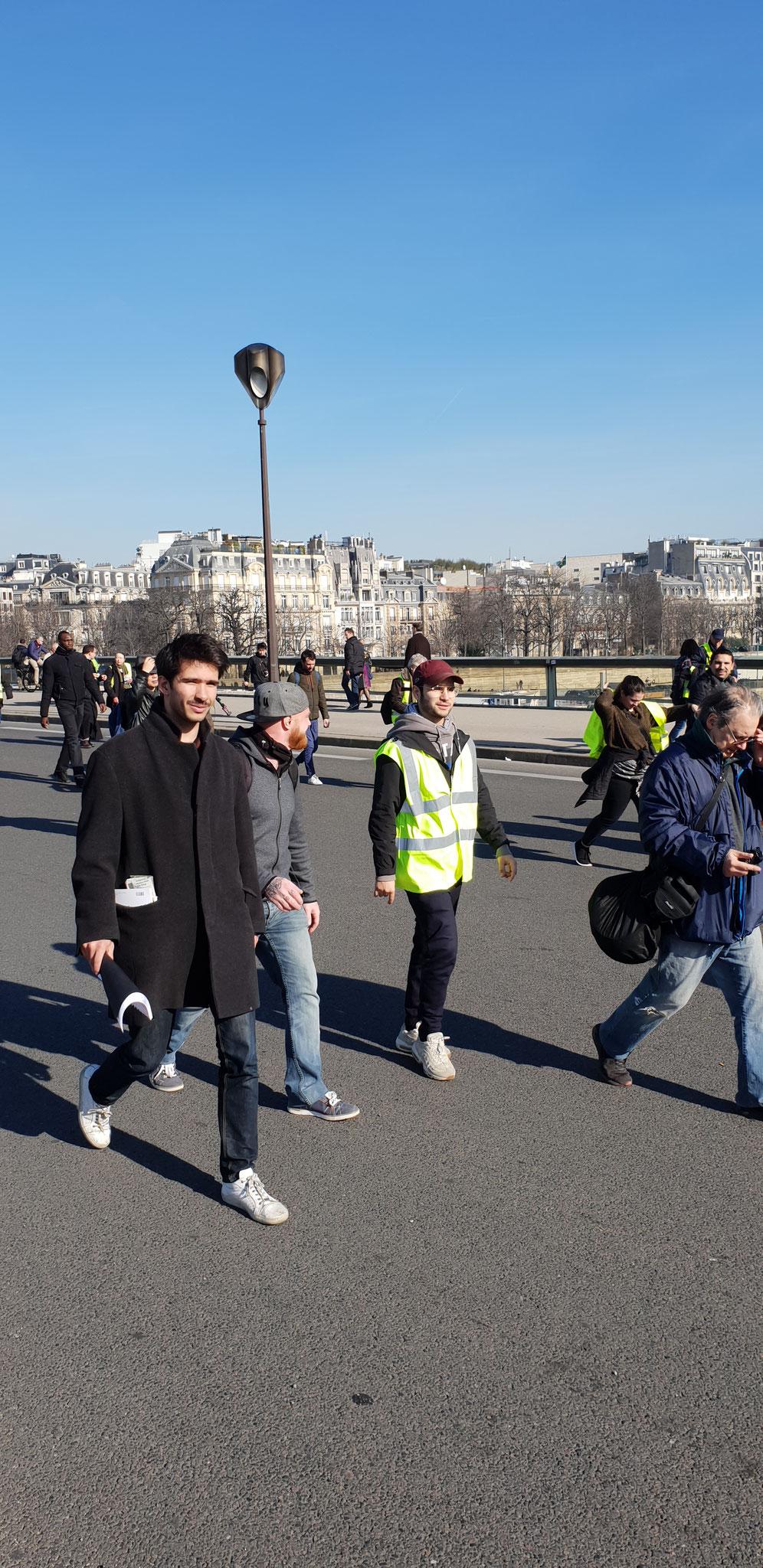 Acte 16 Le 16 Février 2019 je me rends à Paris pour y rencontrer des Journalistes www.jesuispatrick.com
