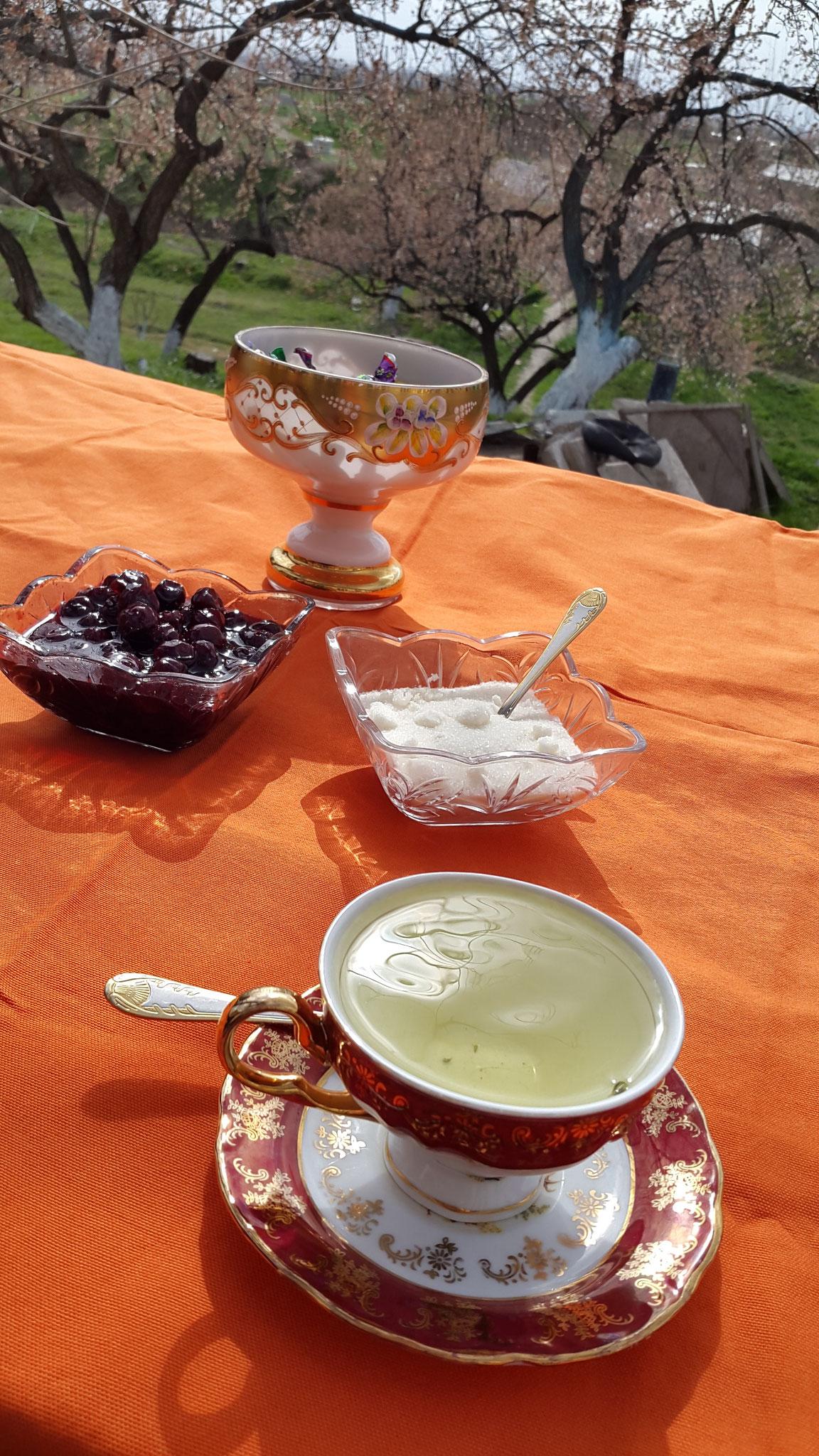 Teetrinken in Dwin
