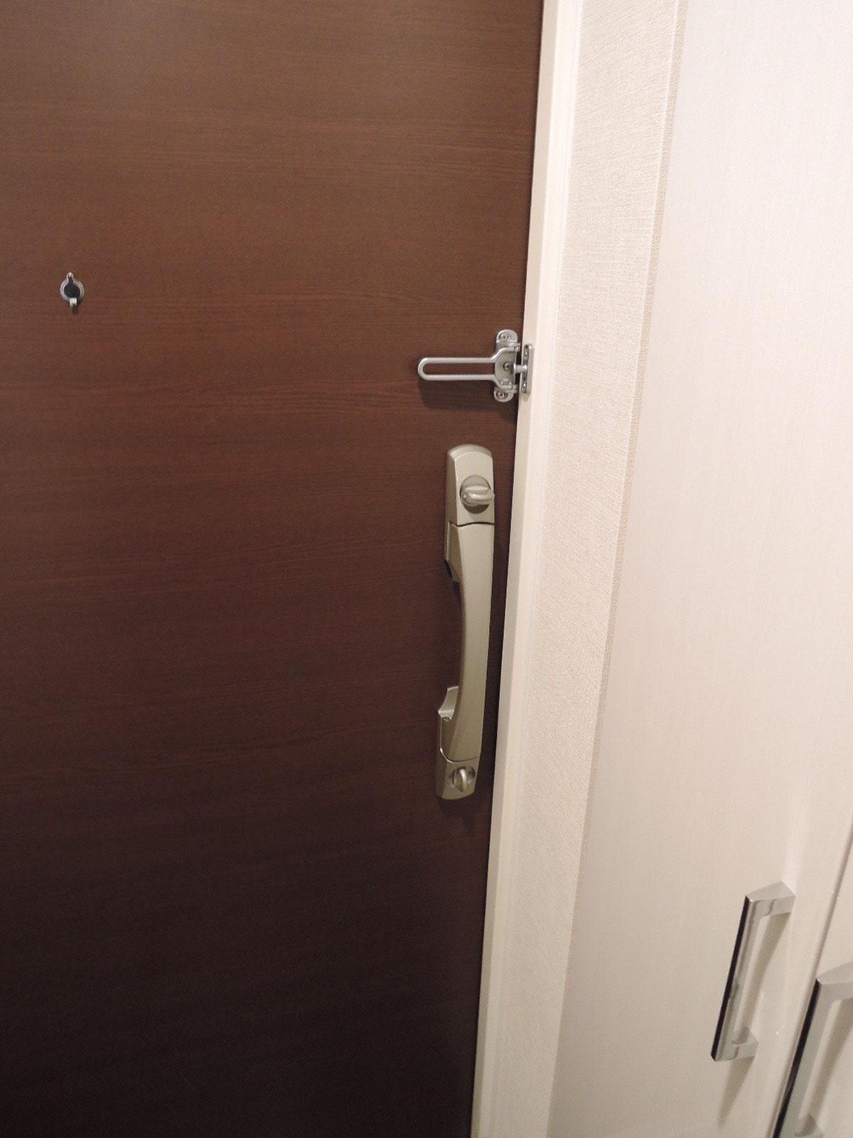 ダブルロックの玄関ドア