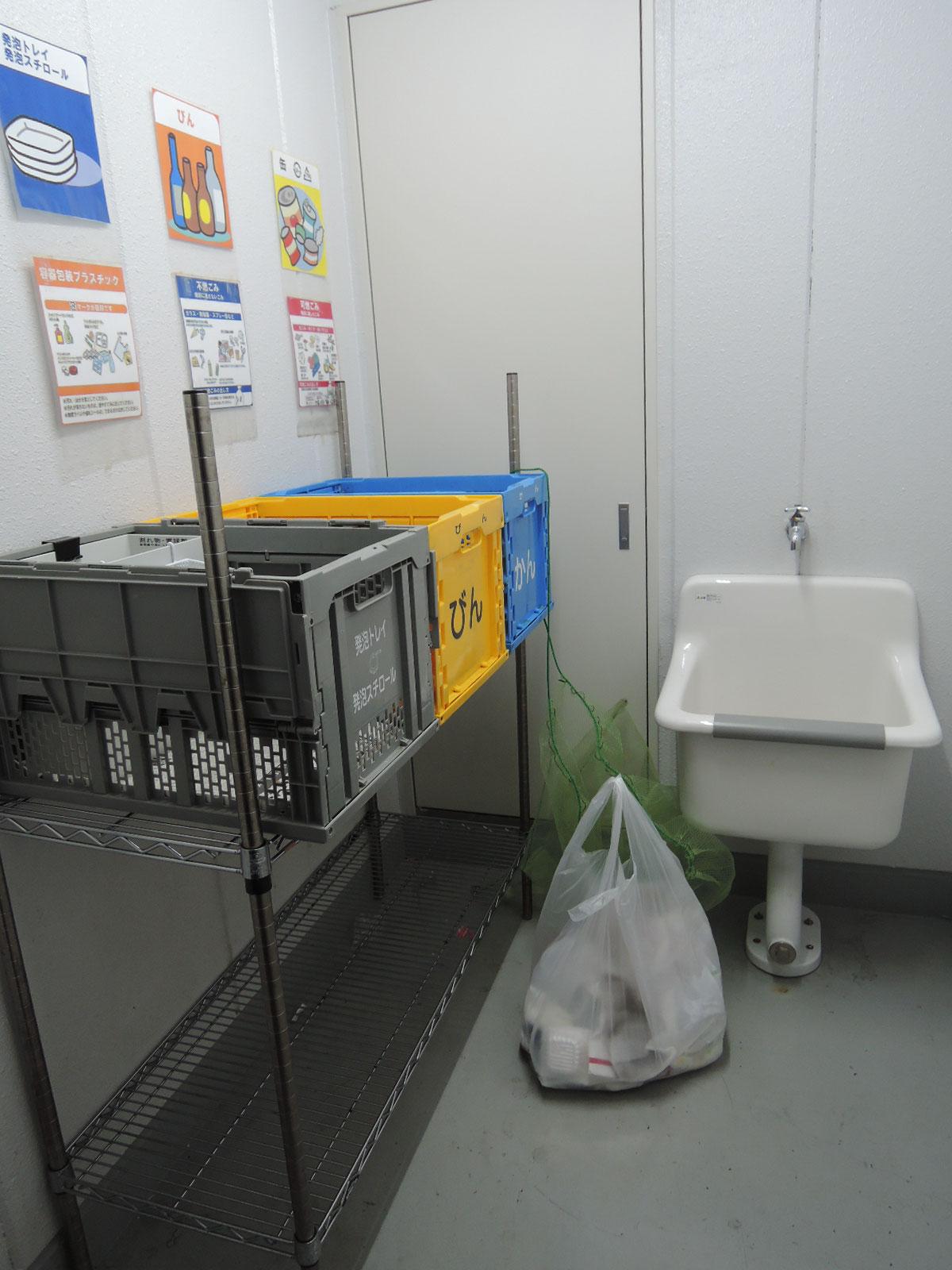 各階にあるゴミ置場(24時間ゴミ出し可能です)