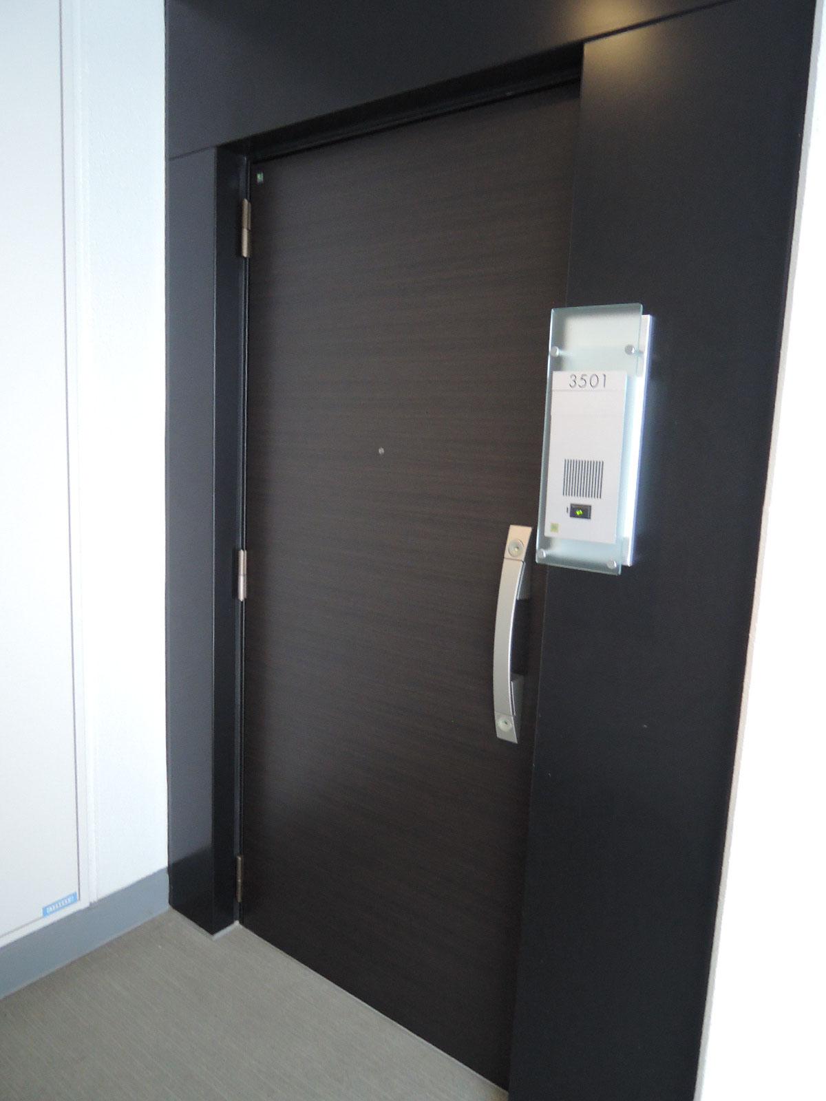 プッシュプルハンドル玄関ドア。ダブルロック。耐震ドア枠