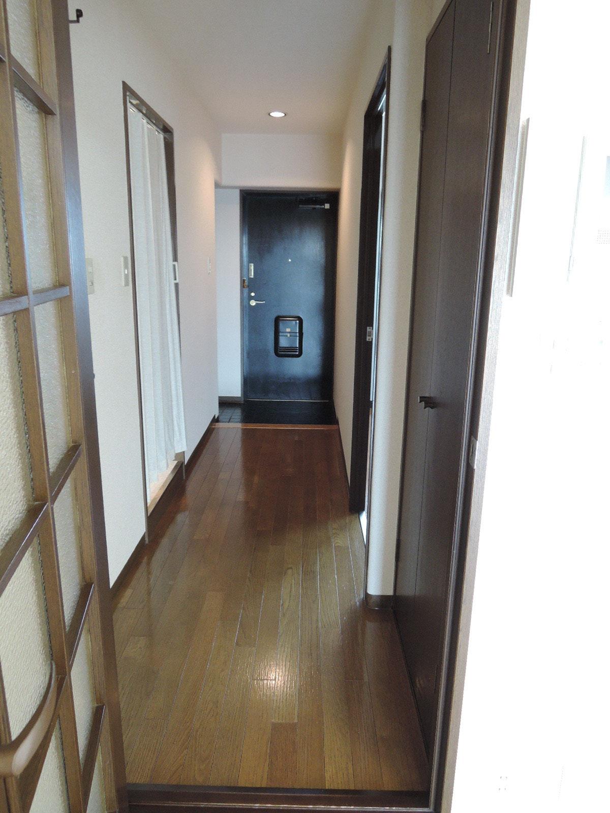 廊下から玄関方向