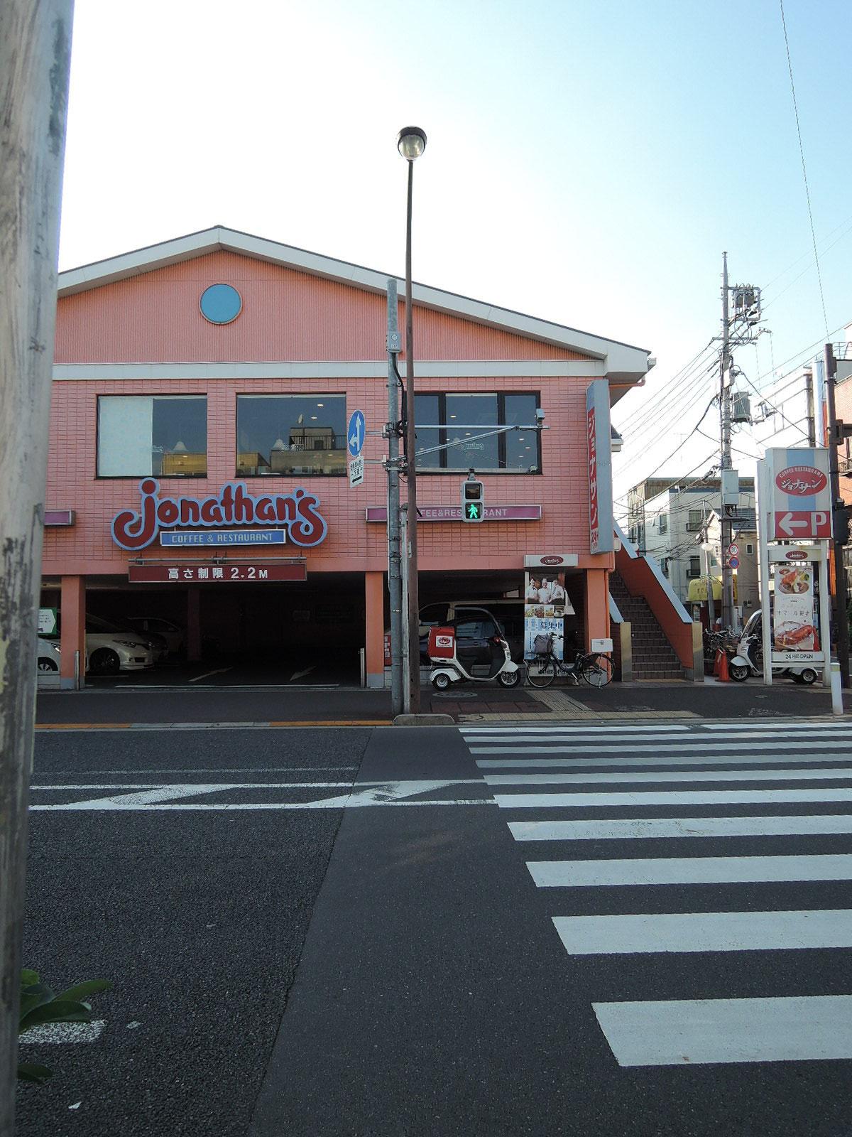 交差点を渡った所にあるファミリーレストラン