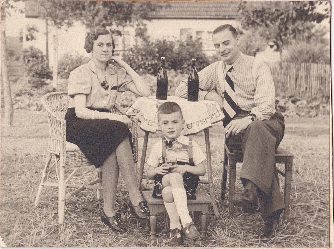 mit Eltern, kurz vor Kriegsausbruch 1939