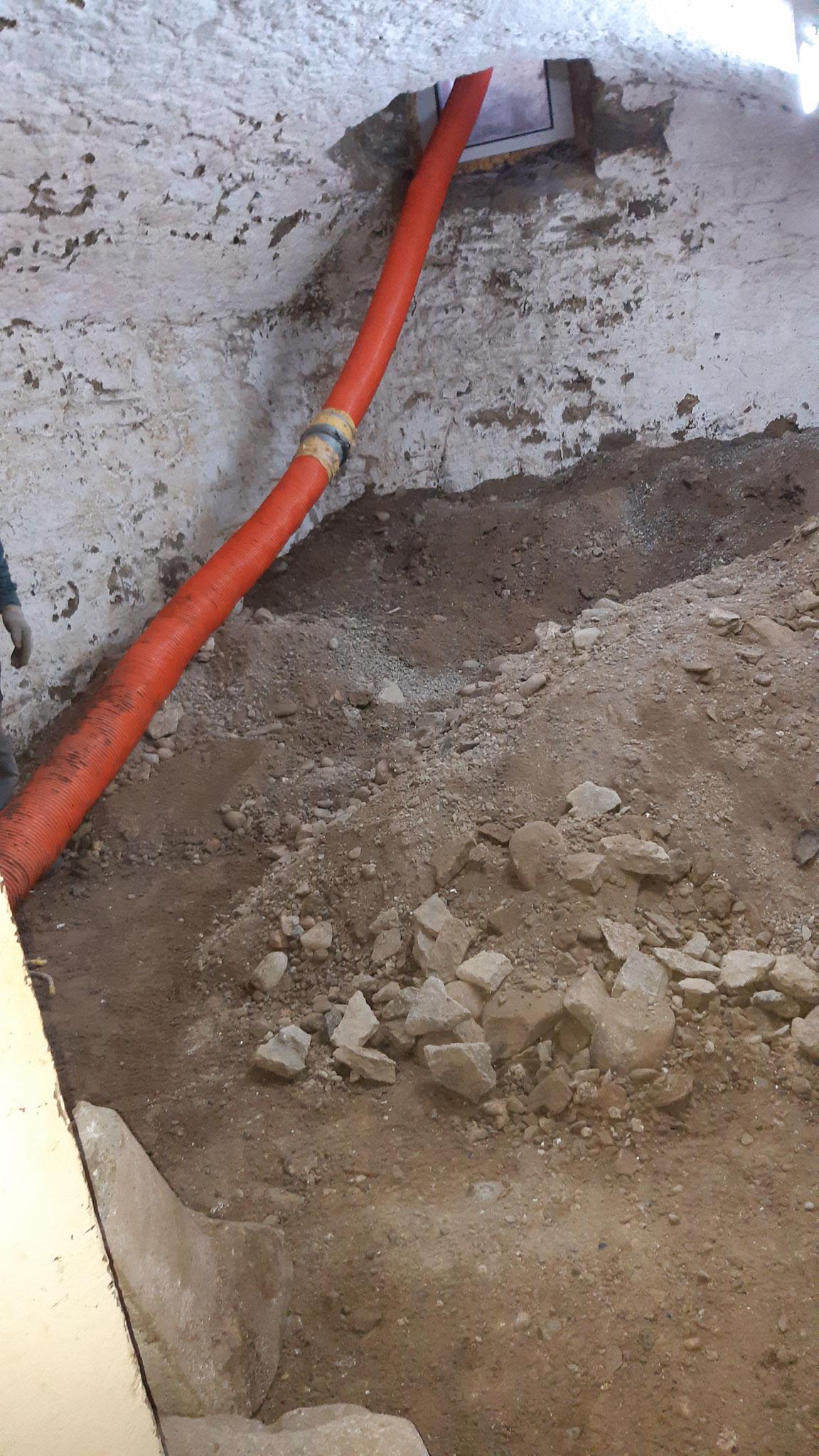 Kellerboden absenken mit Saugbagger, Altstadt Lenzburg AG