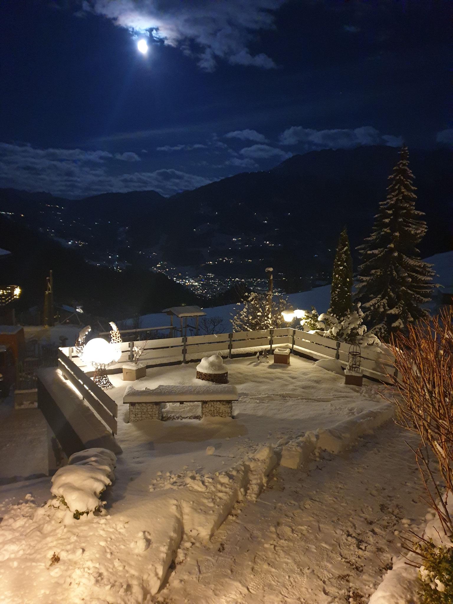 Blick vom Eingang nach Schruns Winternacht