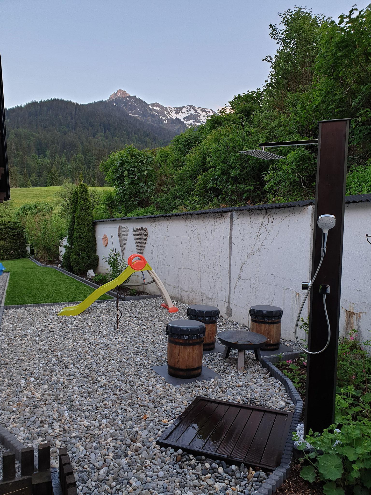 Garten mit Außendusche (Sauna ab Ende 2020 geplant)