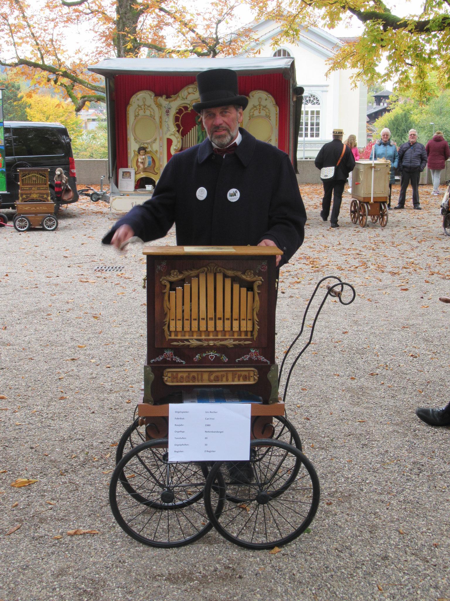 Urs Recher aus Ziefen BL mit seiner Carl Frei Orgel