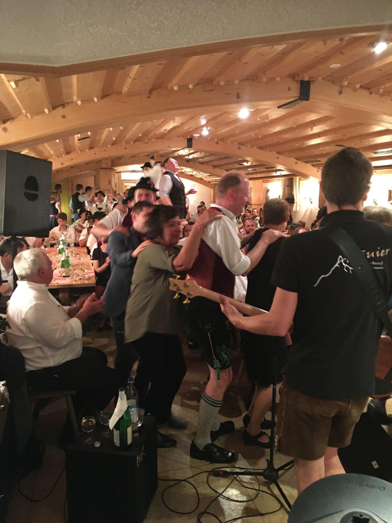 bayrische Hochzeitsband Alpfuier in action aus dem Oberallgäu, Ostallgäu, Unterallgäu (Bayern) und Tirol, Kempten, Füssen, Pfronten, Kaufbeuren, Memmingen, Reutte