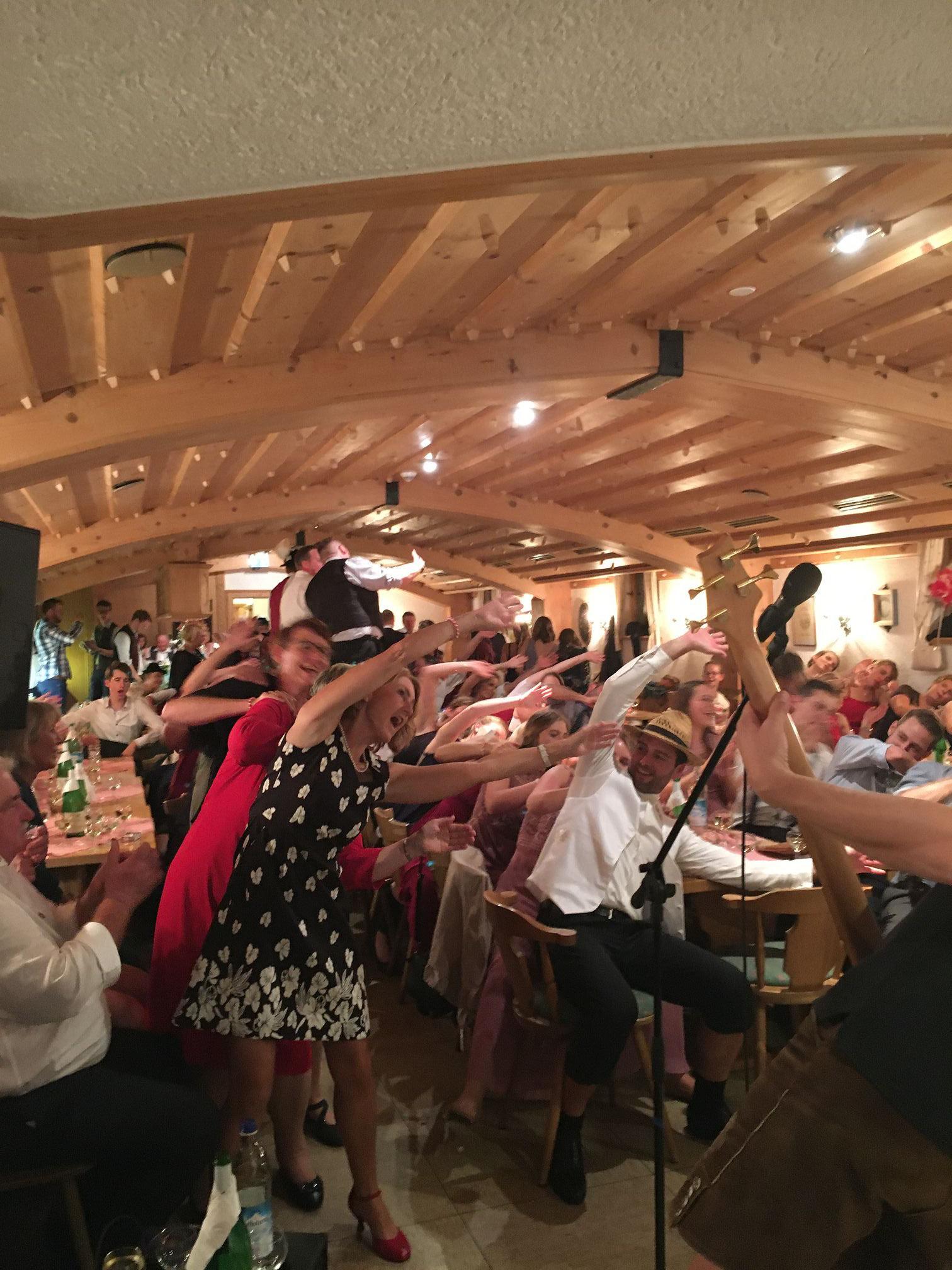 bayrische Partyband Alpfuier in action aus dem Oberallgäu, Ostallgäu, Unterallgäu (Bayern) und Tirol, Kempten, Füssen, Pfronten, Kaufbeuren, Memmingen, Reutte