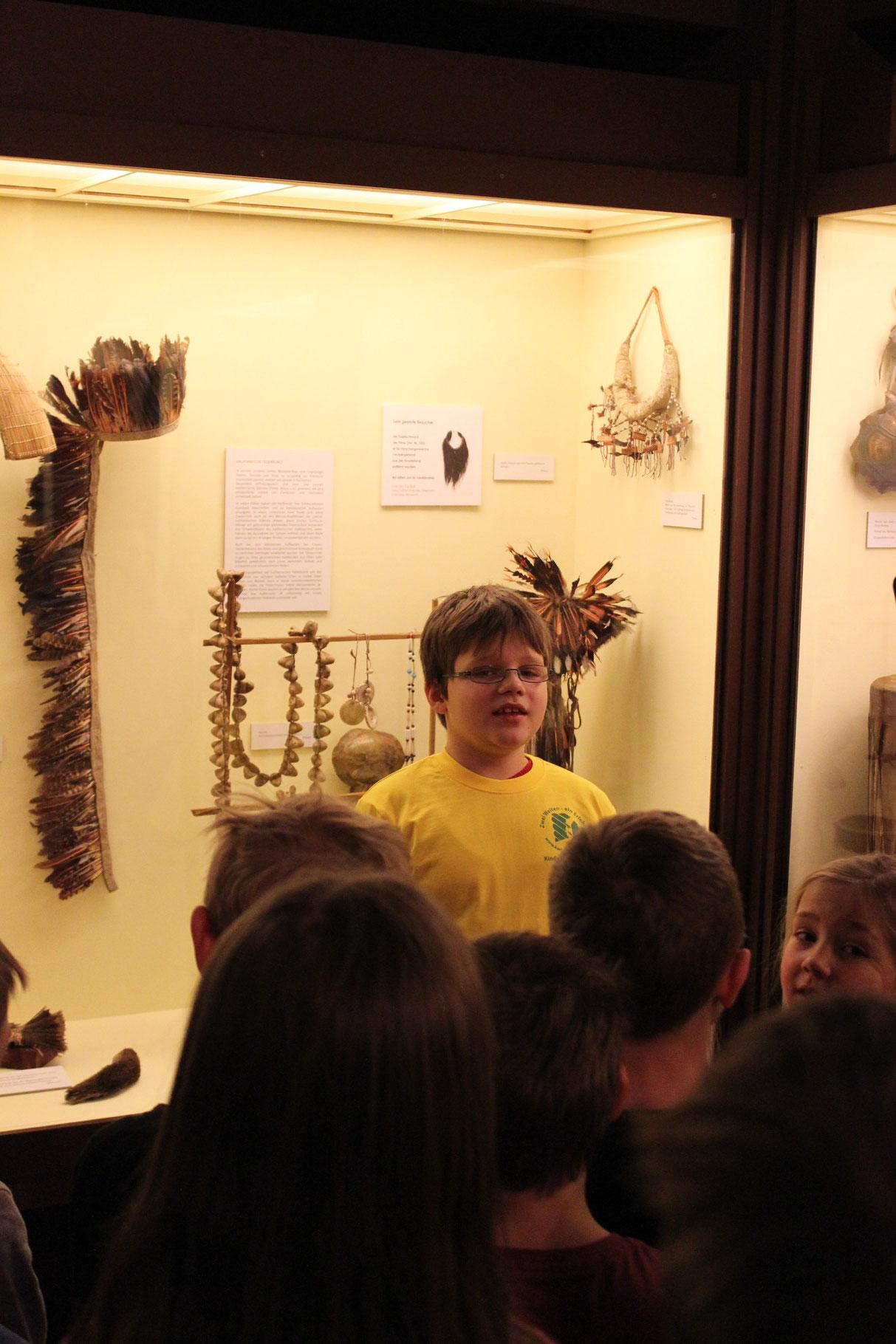 Lukas erklärt, worin die Indianer leben - in Tippis, Lehmhütten und Holzhäusern